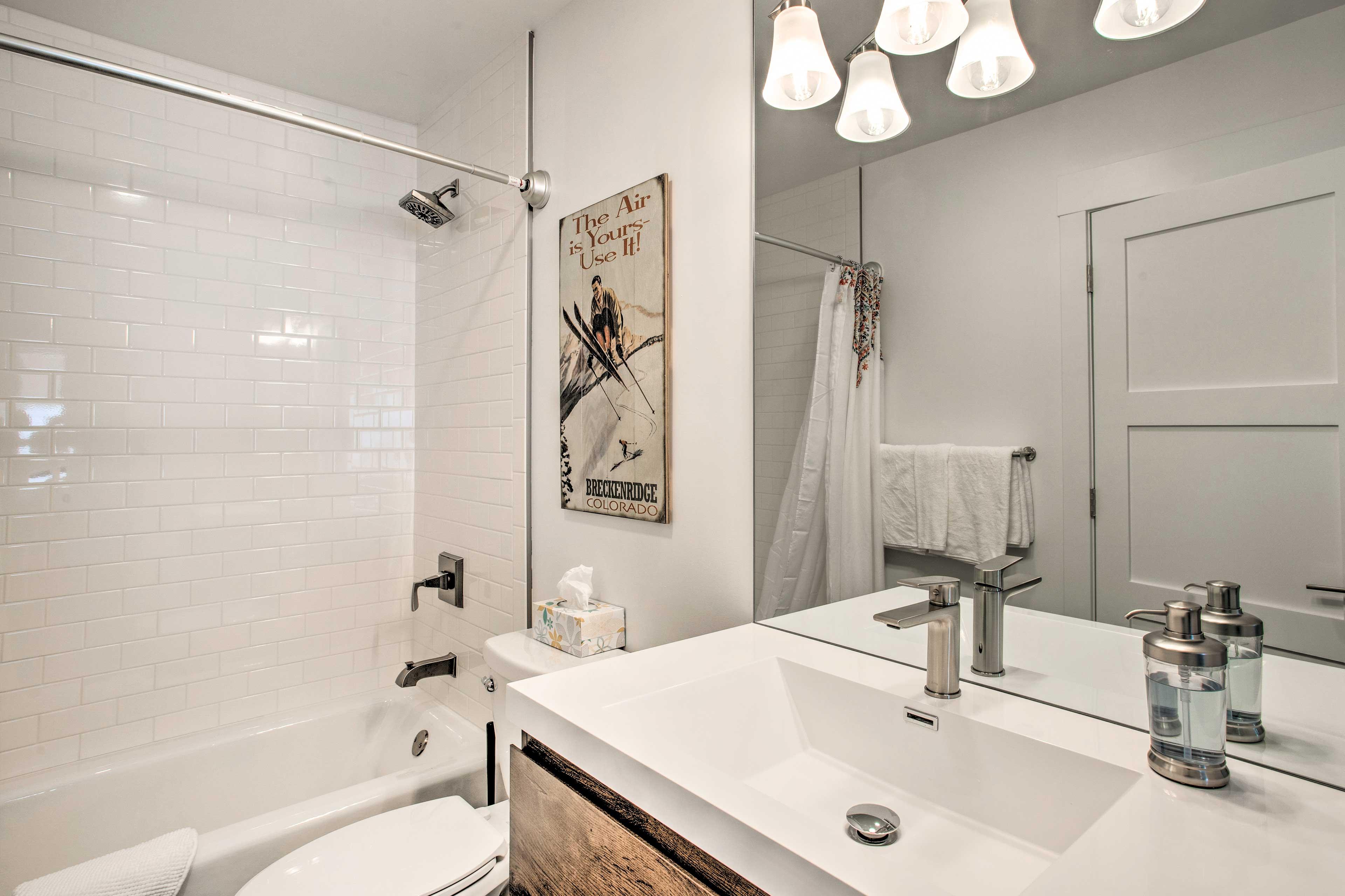 Full Bathroom | First Floor