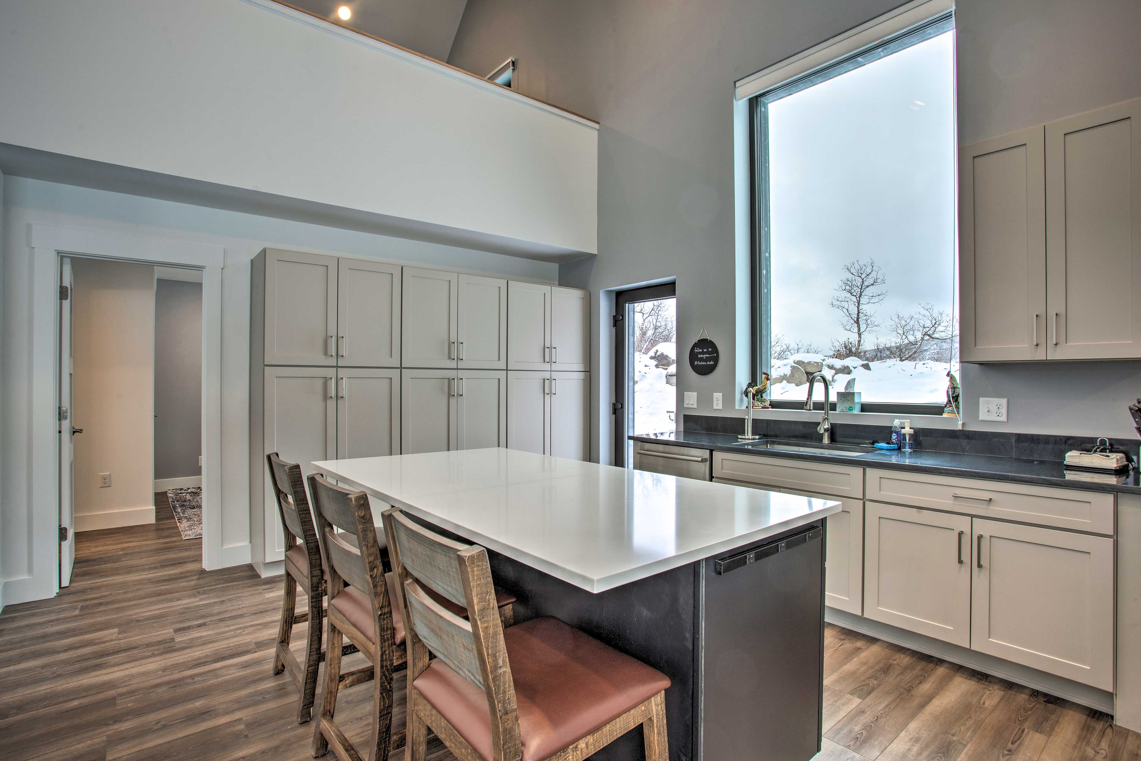 Fully Equipped Kitchen | Flatware Provided