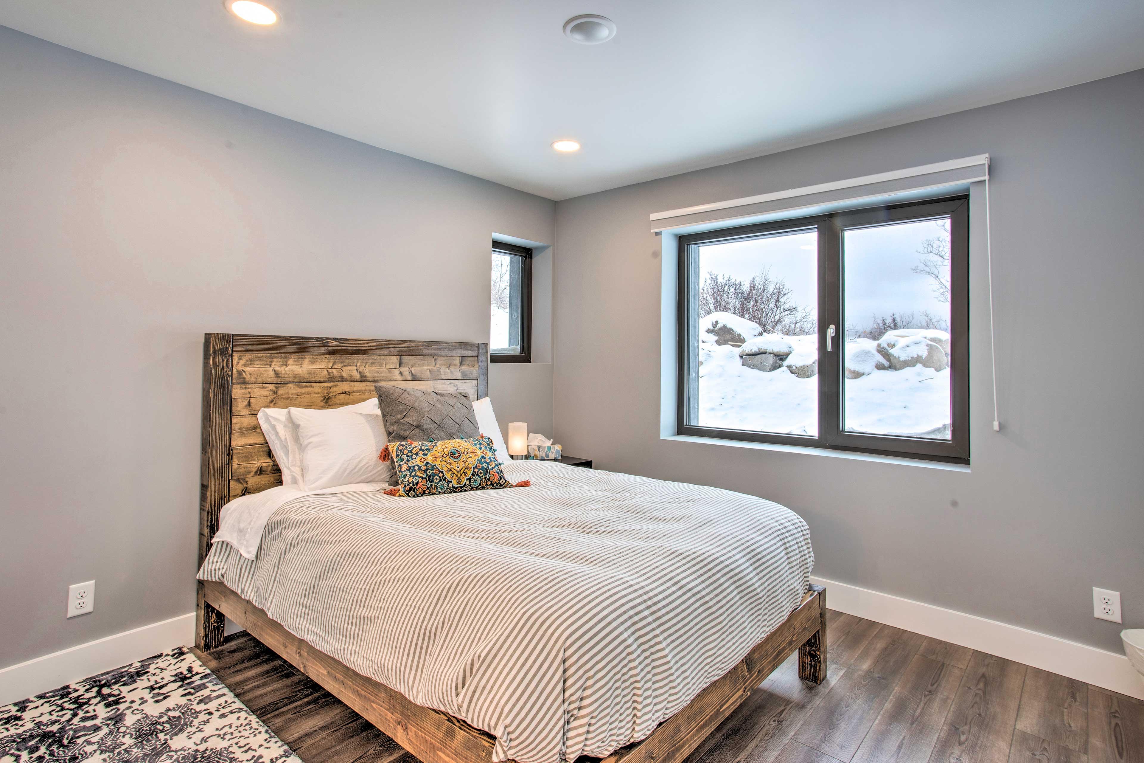 Bedroom 1 | First Floor | Queen Bed