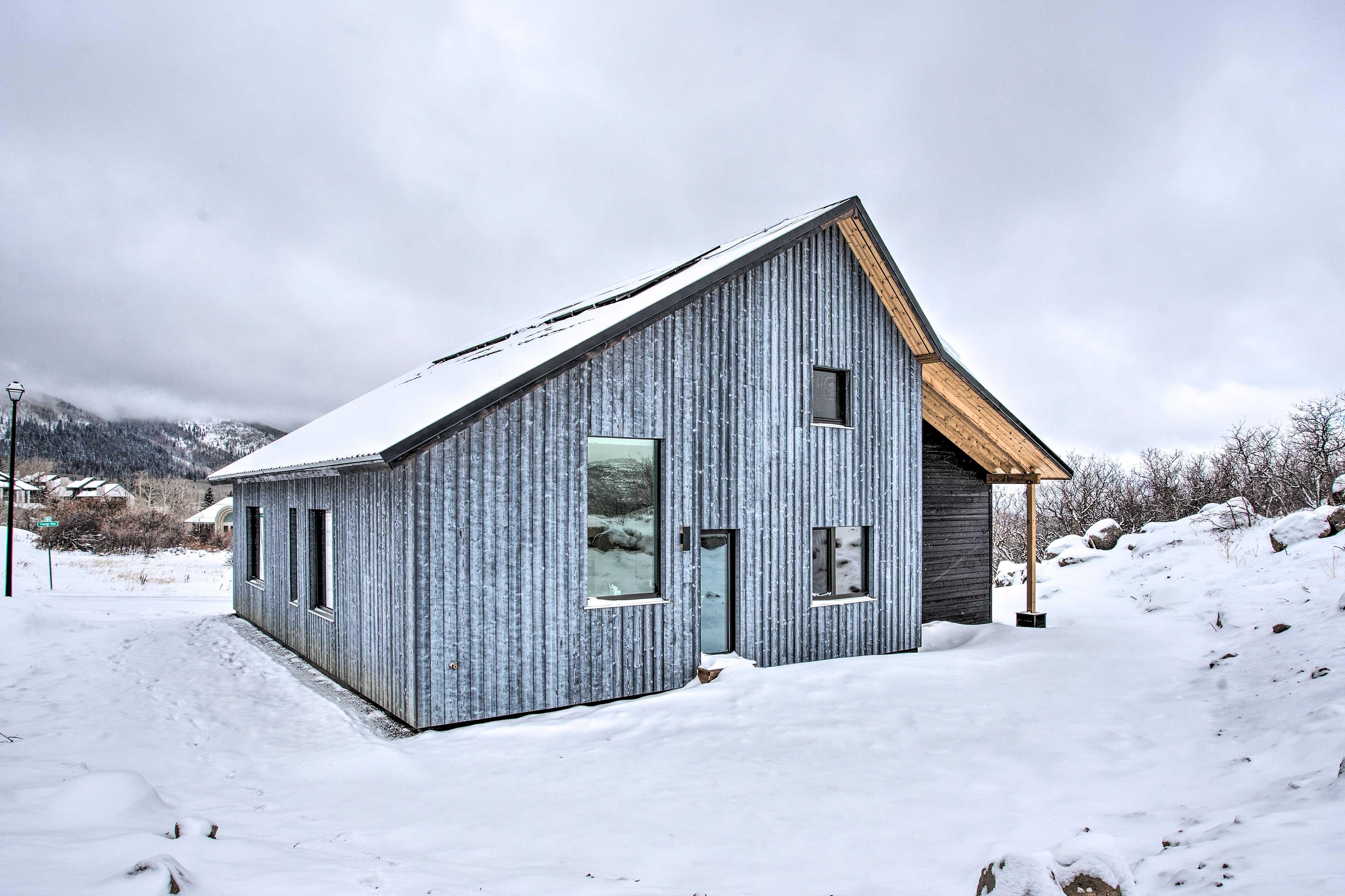 House Exterior | Mountain Views