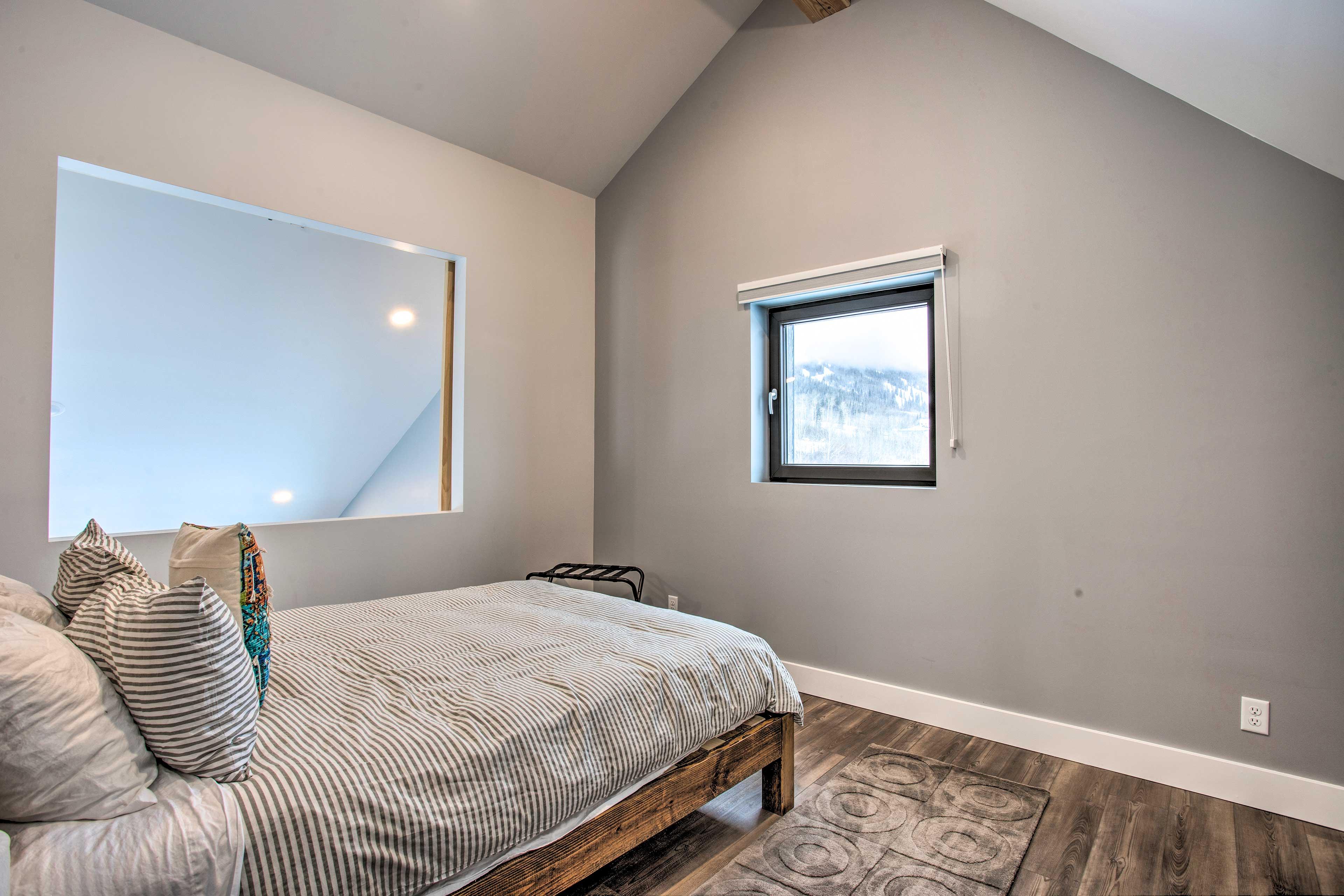 Bedroom 3 (Loft) | Queen Bed | Second Floor