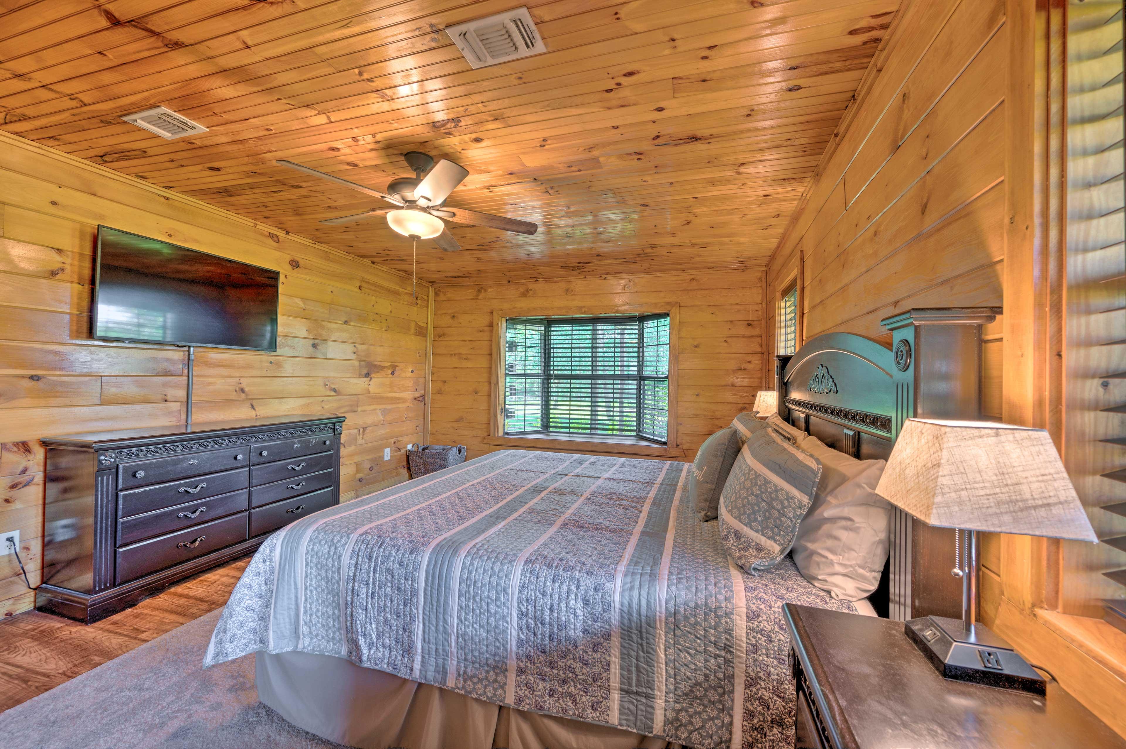 Bedroom 1   Smart TV