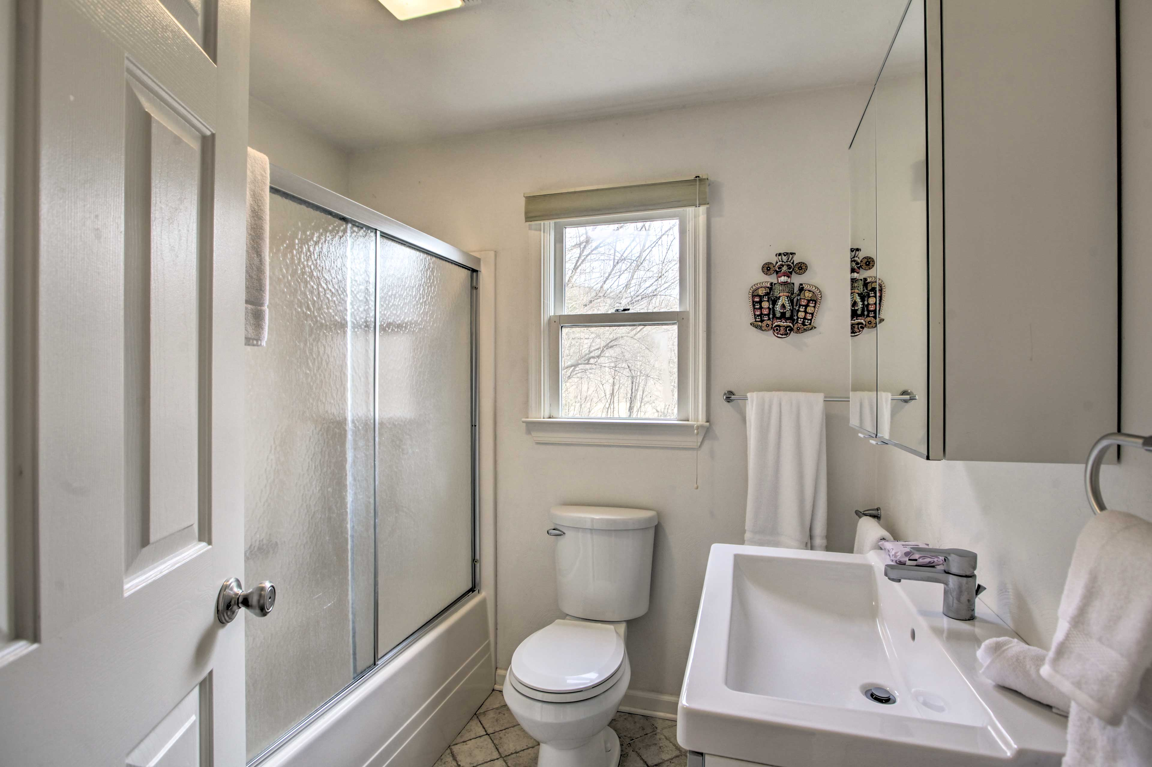 Full Bathroom | 2nd Floor