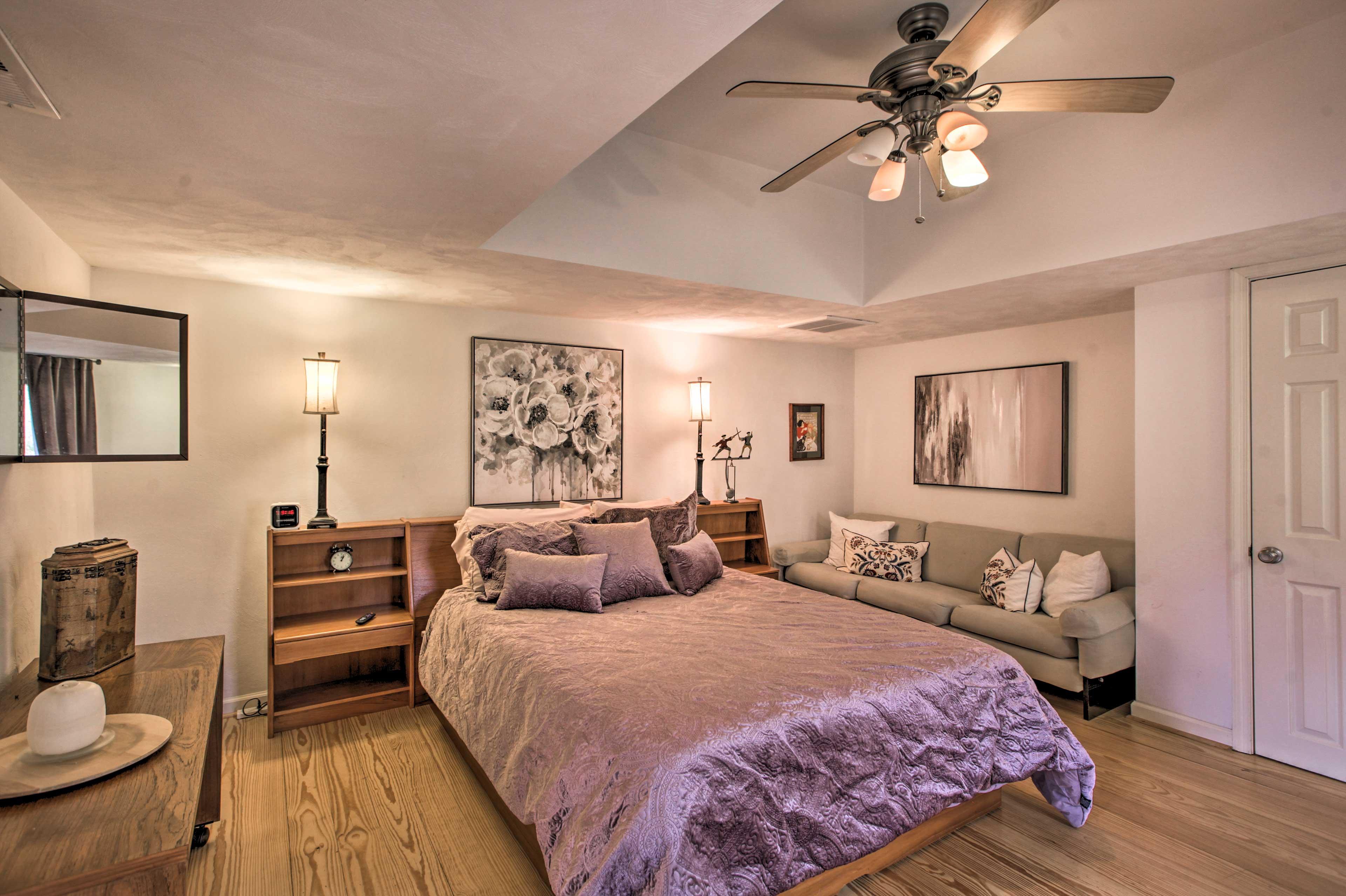Bedroom 2 | Queen Bed