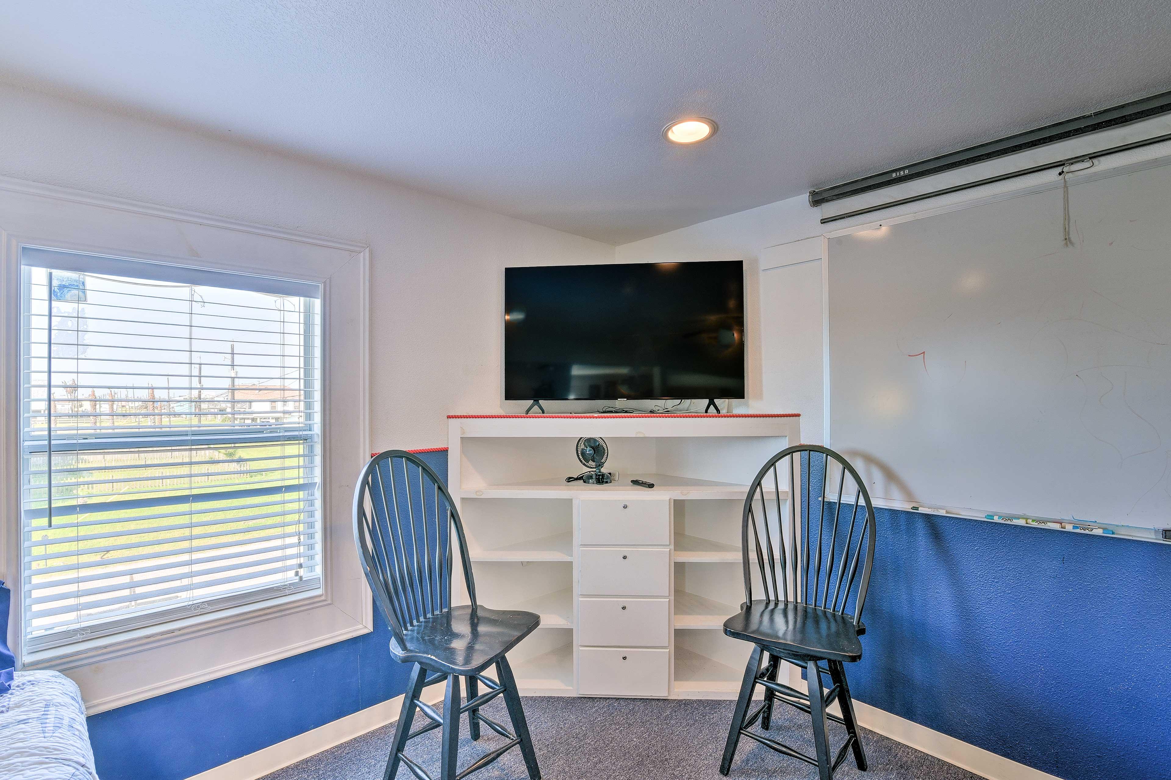 Bedroom 1| Flat-Screen TV