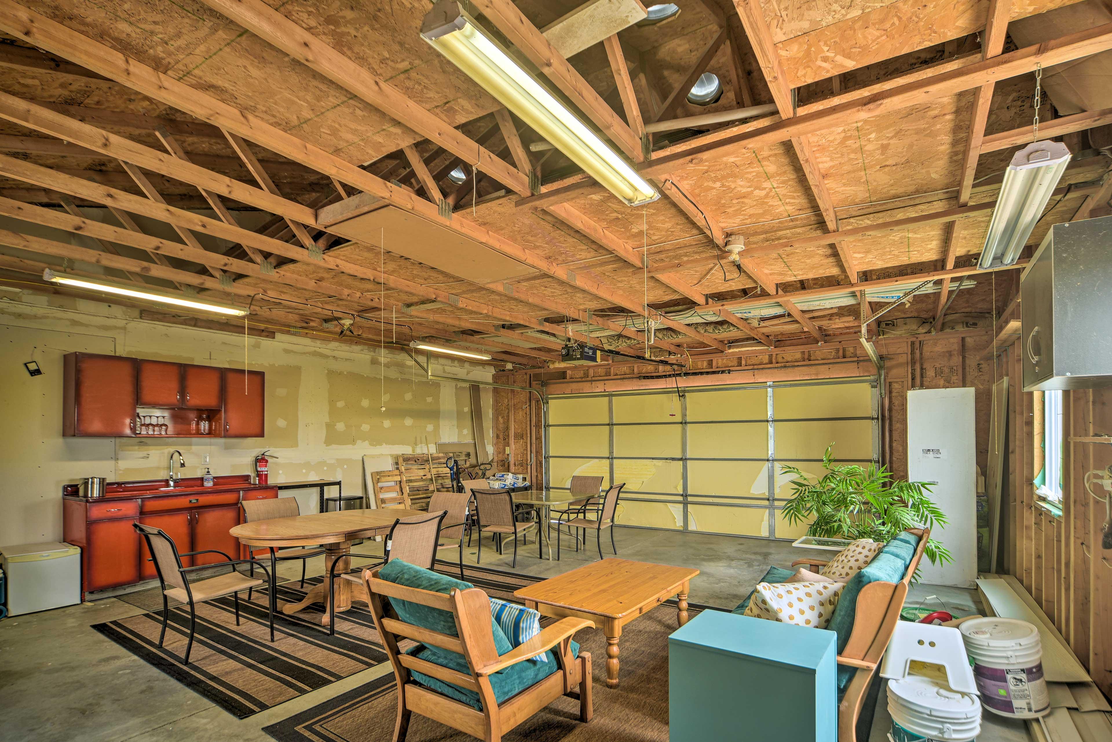 Furnished Garage