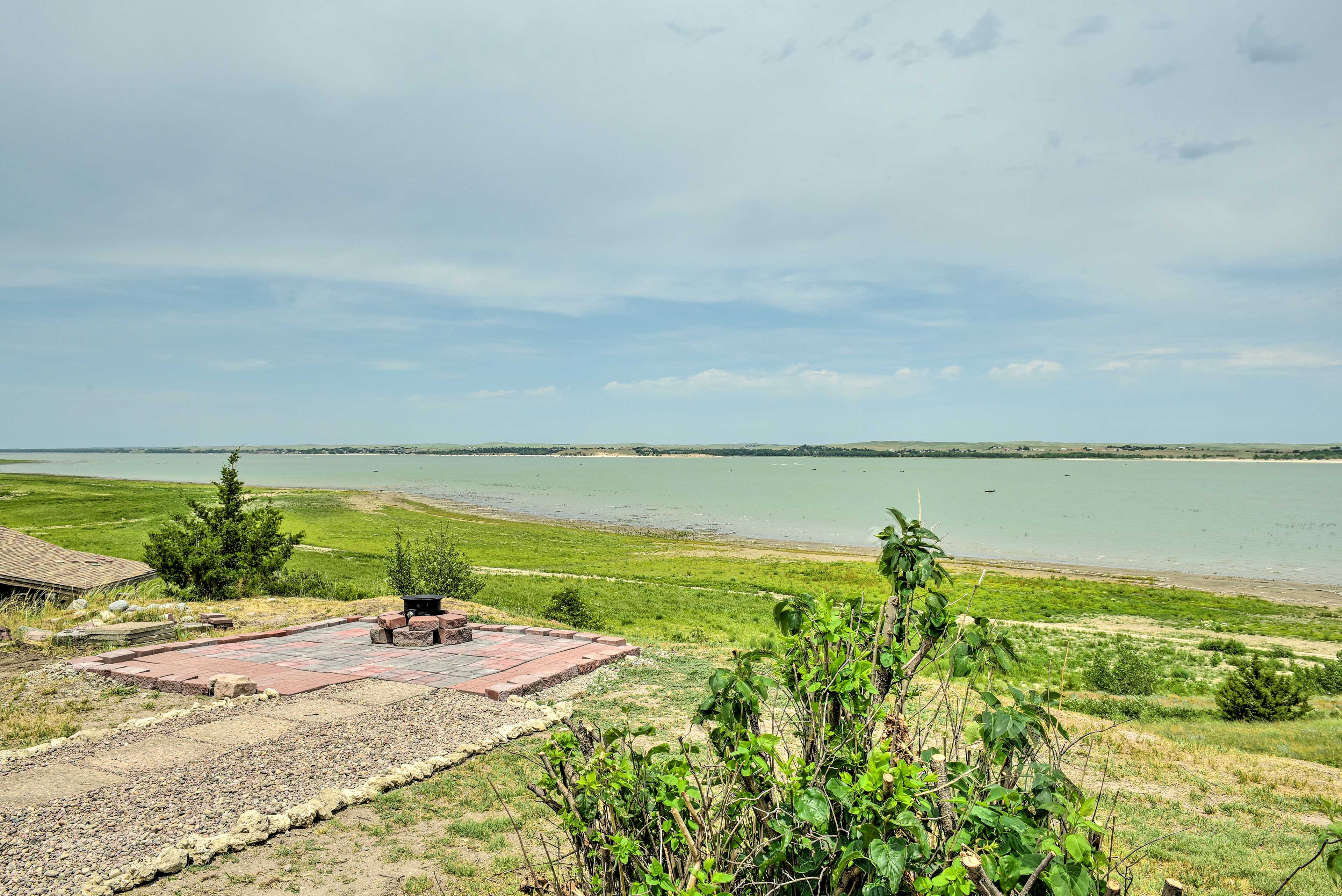 House Exterior   Lake McConaughy Views   Step-Free Entry to Property