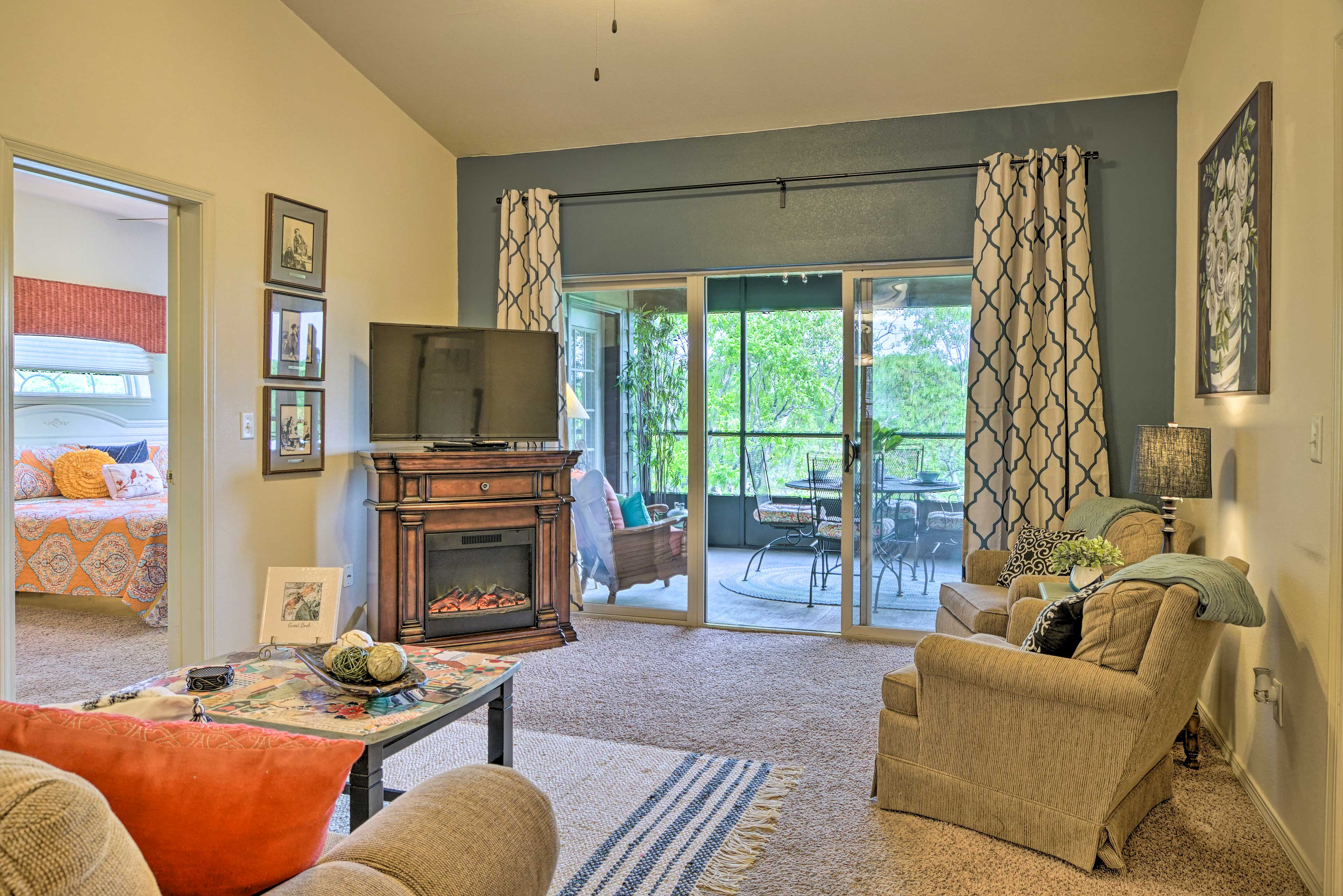 Living Room | Electric Fireplace | Smart TV w/ Cable
