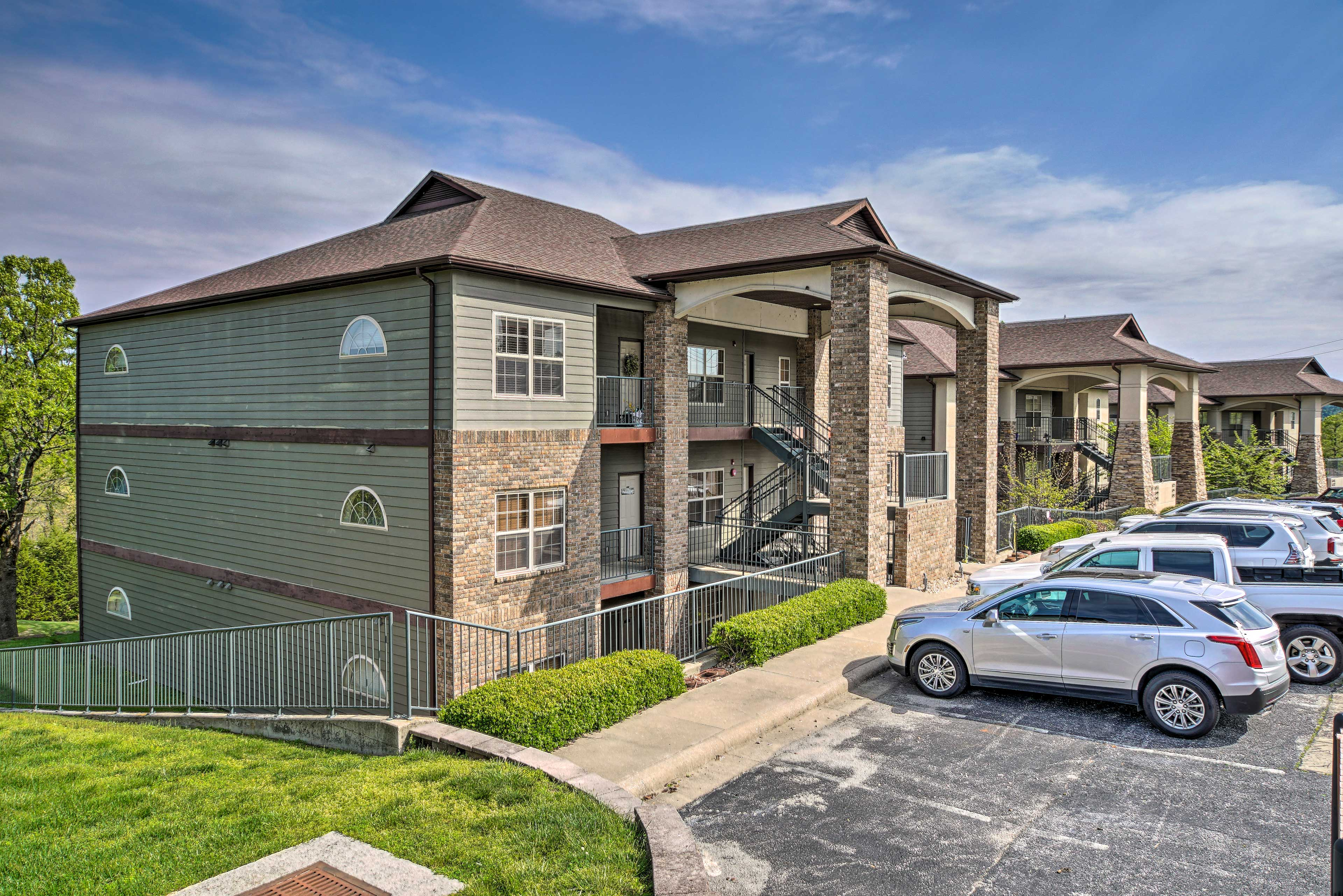 Exterior | Parking | Complex Lot (5 Vehicles)