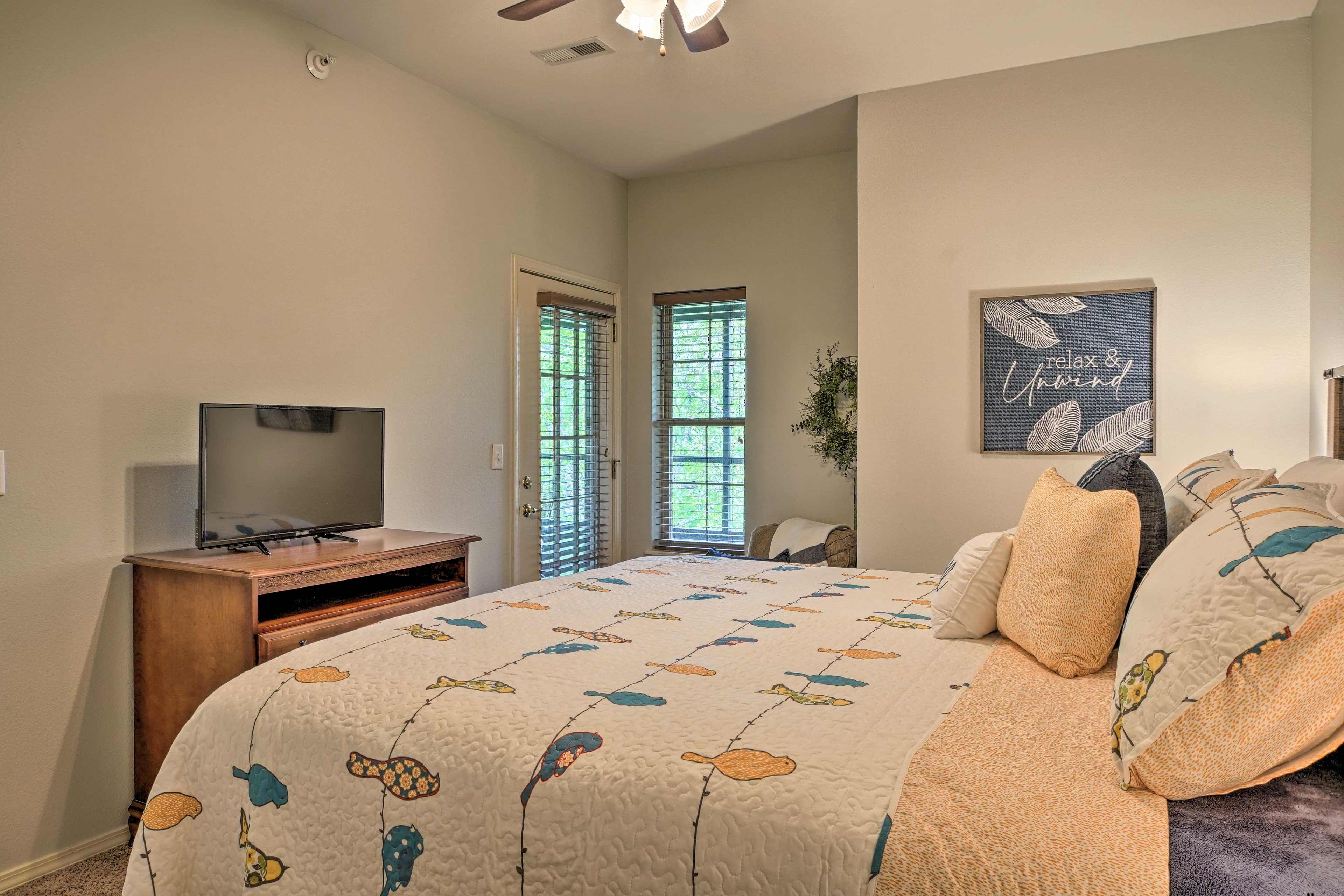 Bedroom 2 | Queen Bed | Smart TV