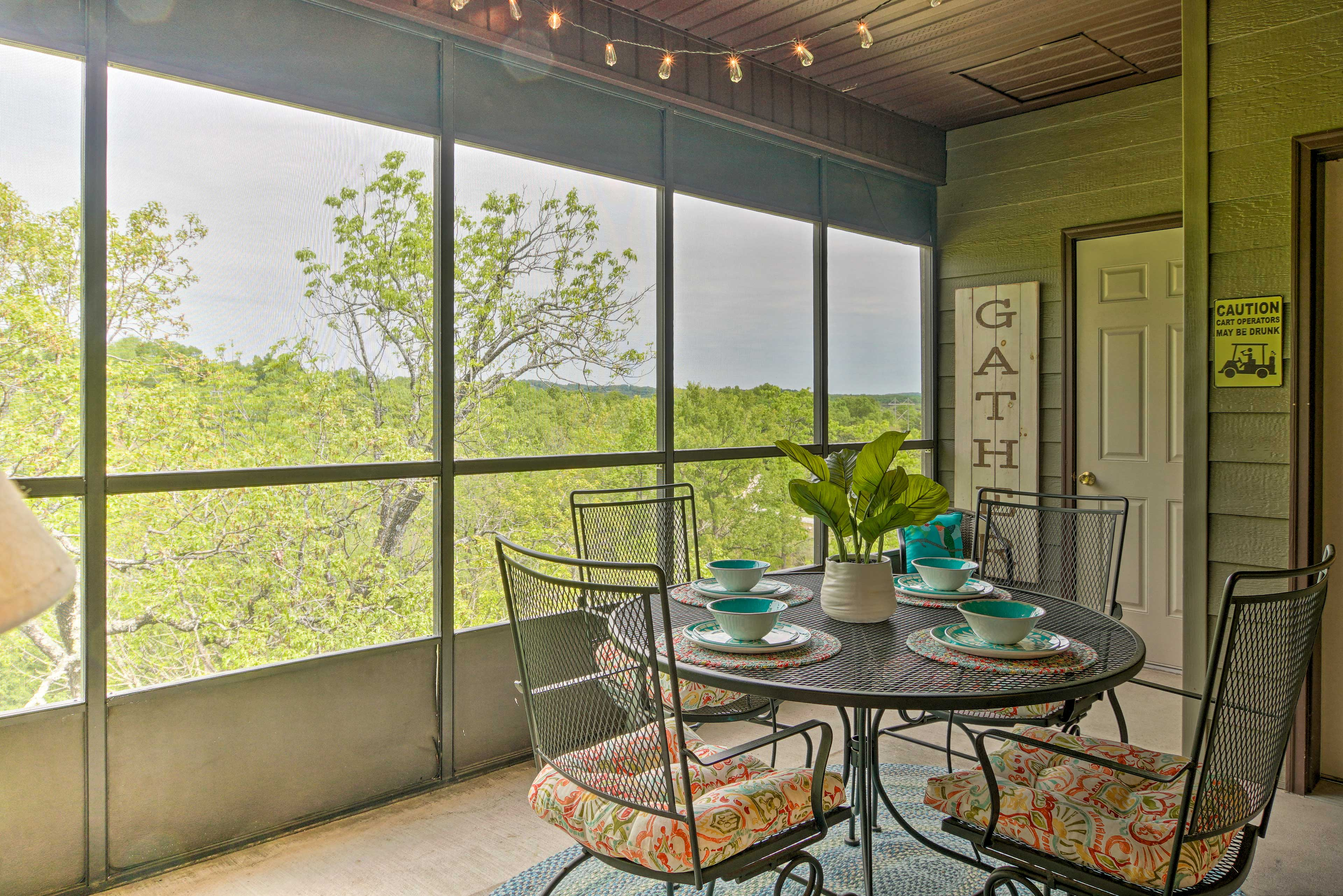 Private Screened-In Porch | Dining Space