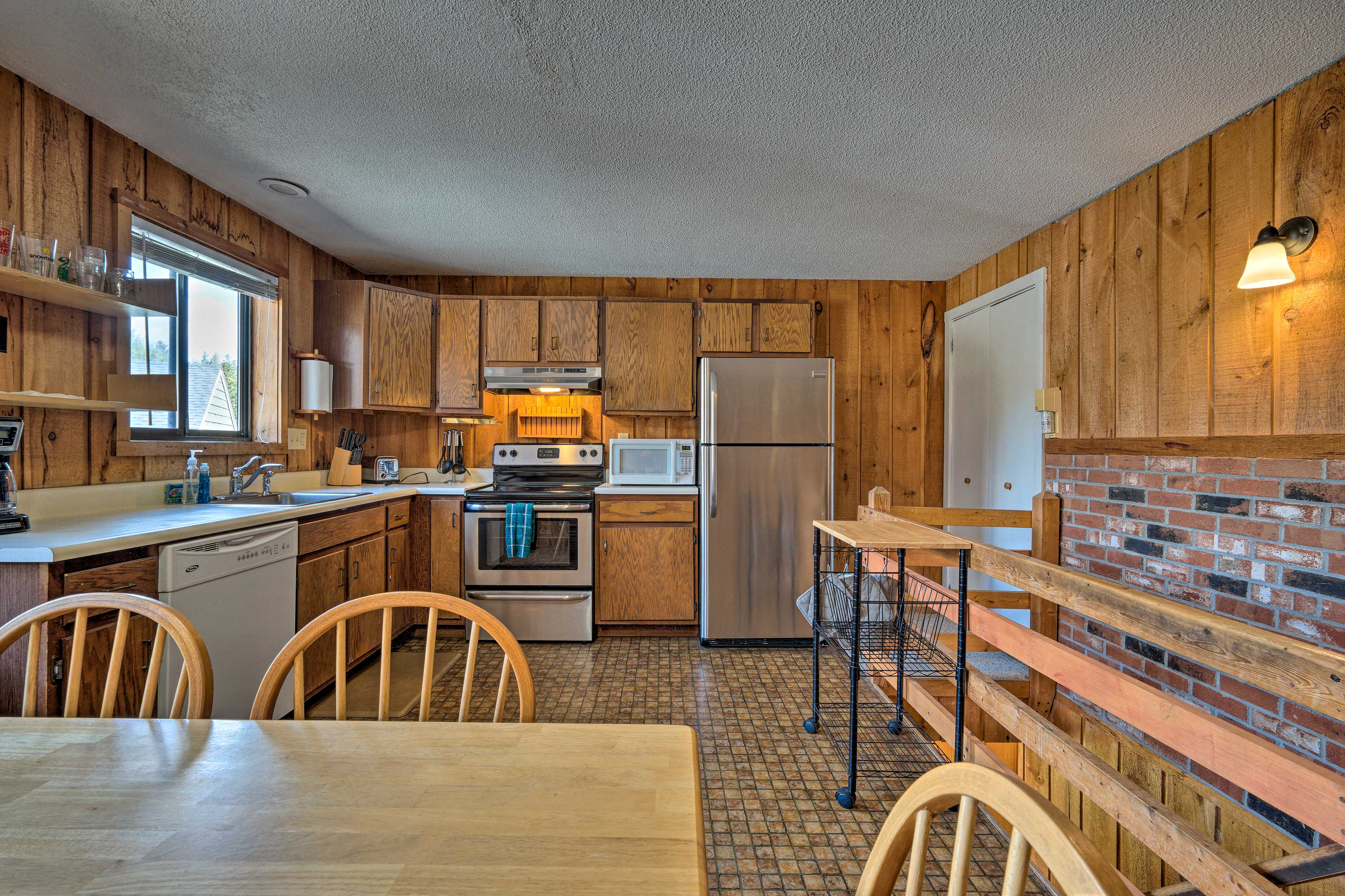 Fully Equipped Kitchen | 2nd Floor | Stainless Steel Appliances