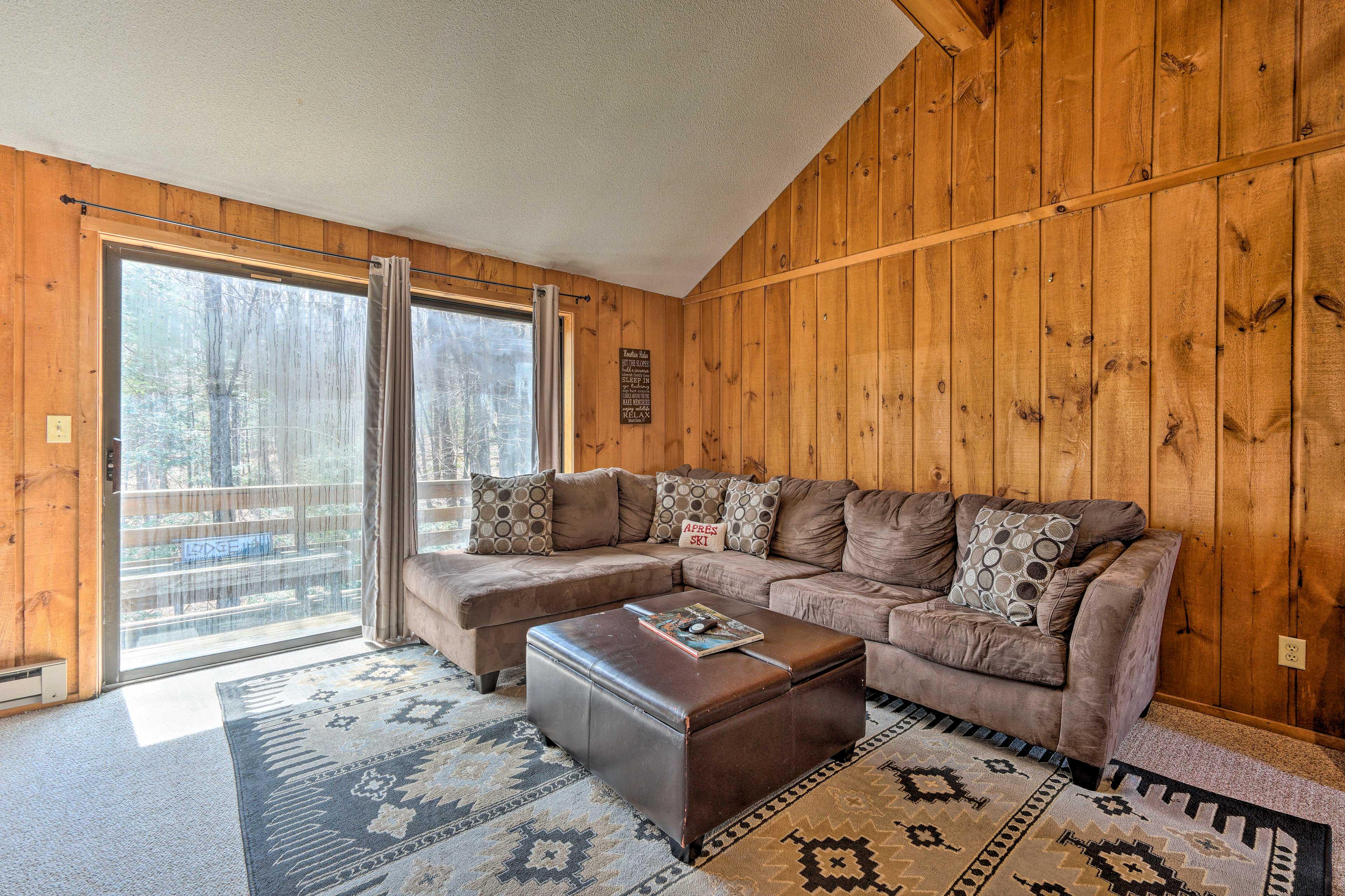 Living Room | Free WiFi | Balcony Access