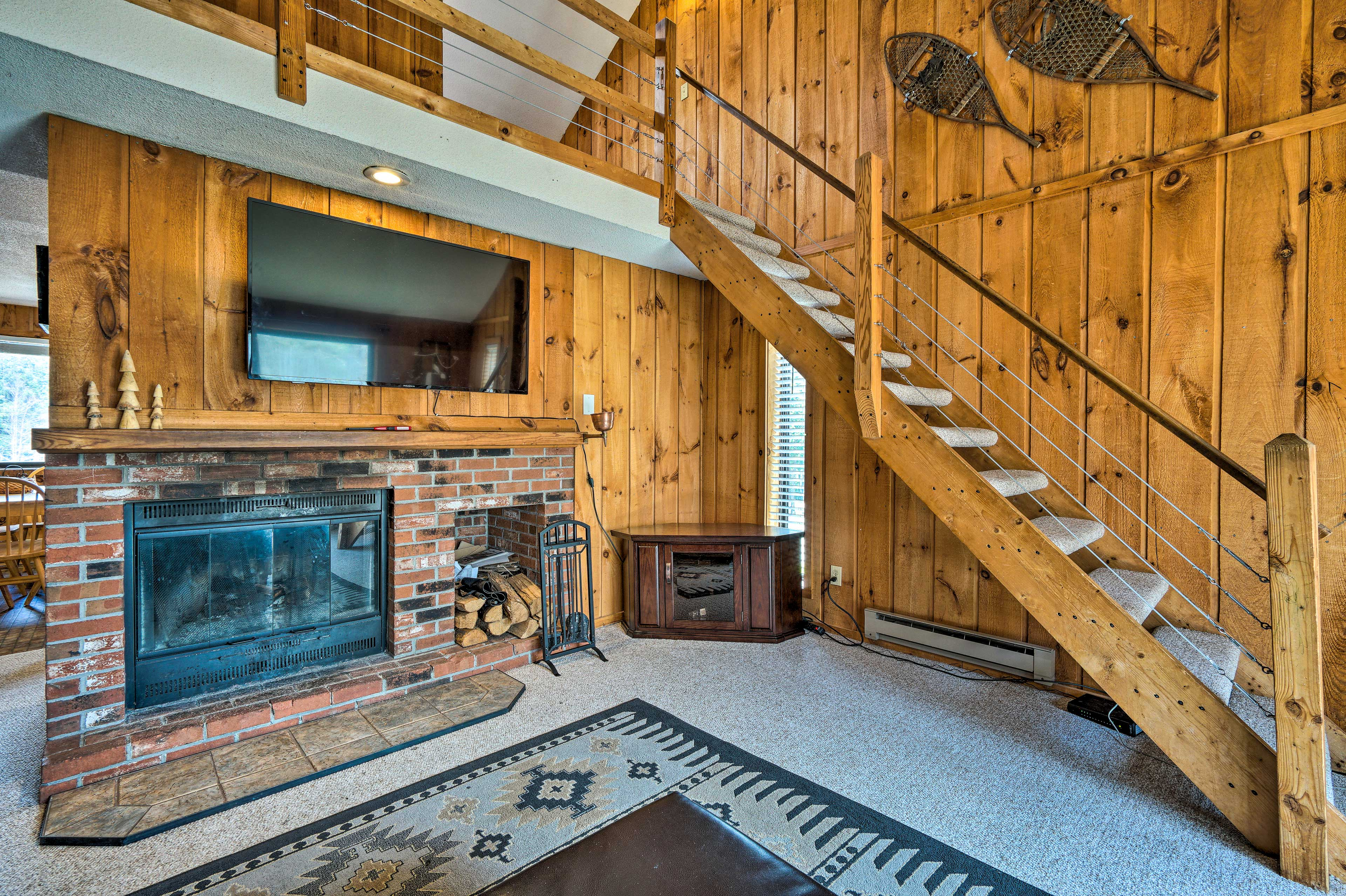 Dover Vacation Rental | 2BR | 2BA | 3 Stories | 1,200 Sq Ft | Stairs Required