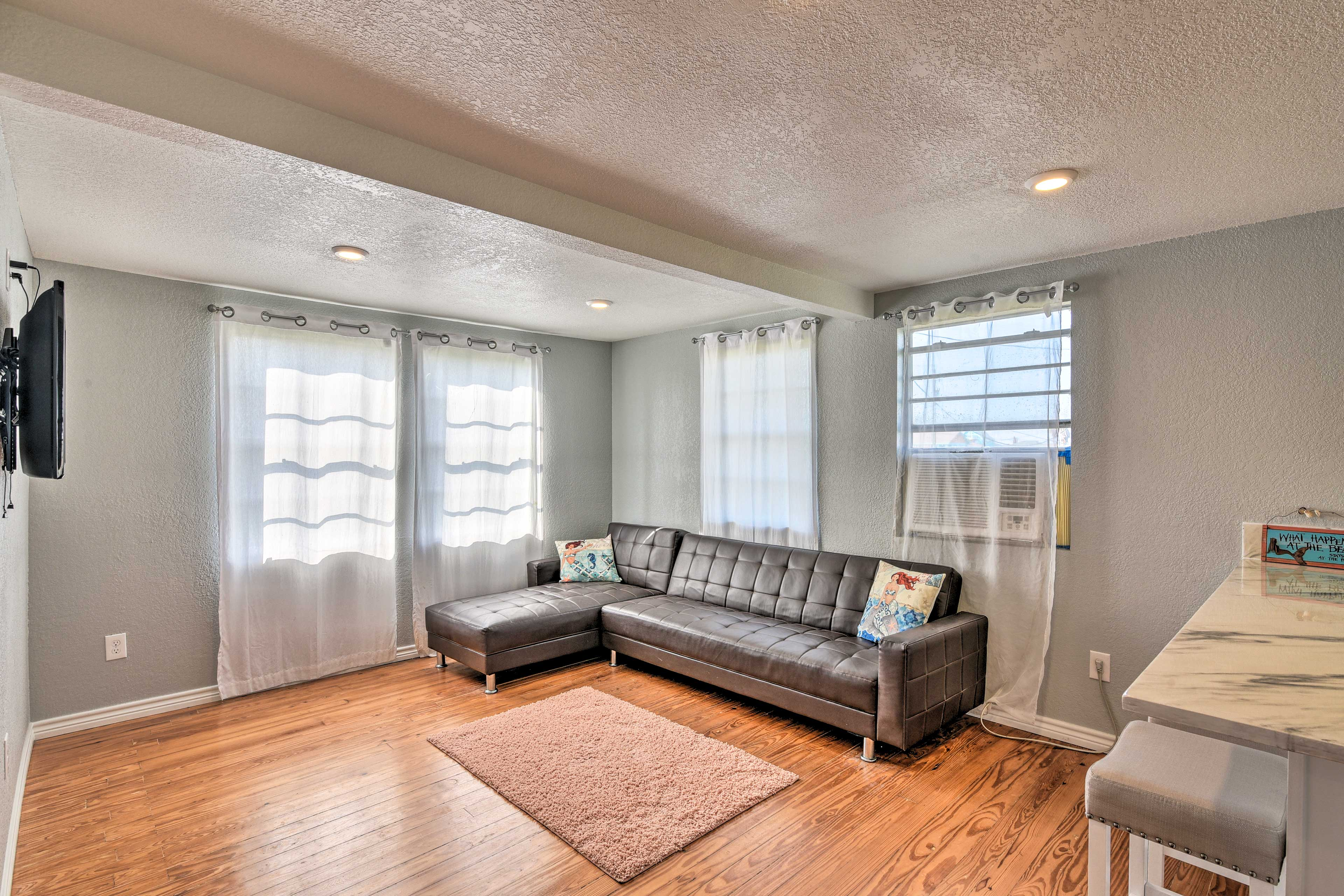 Living Room   Sleeper Sofa