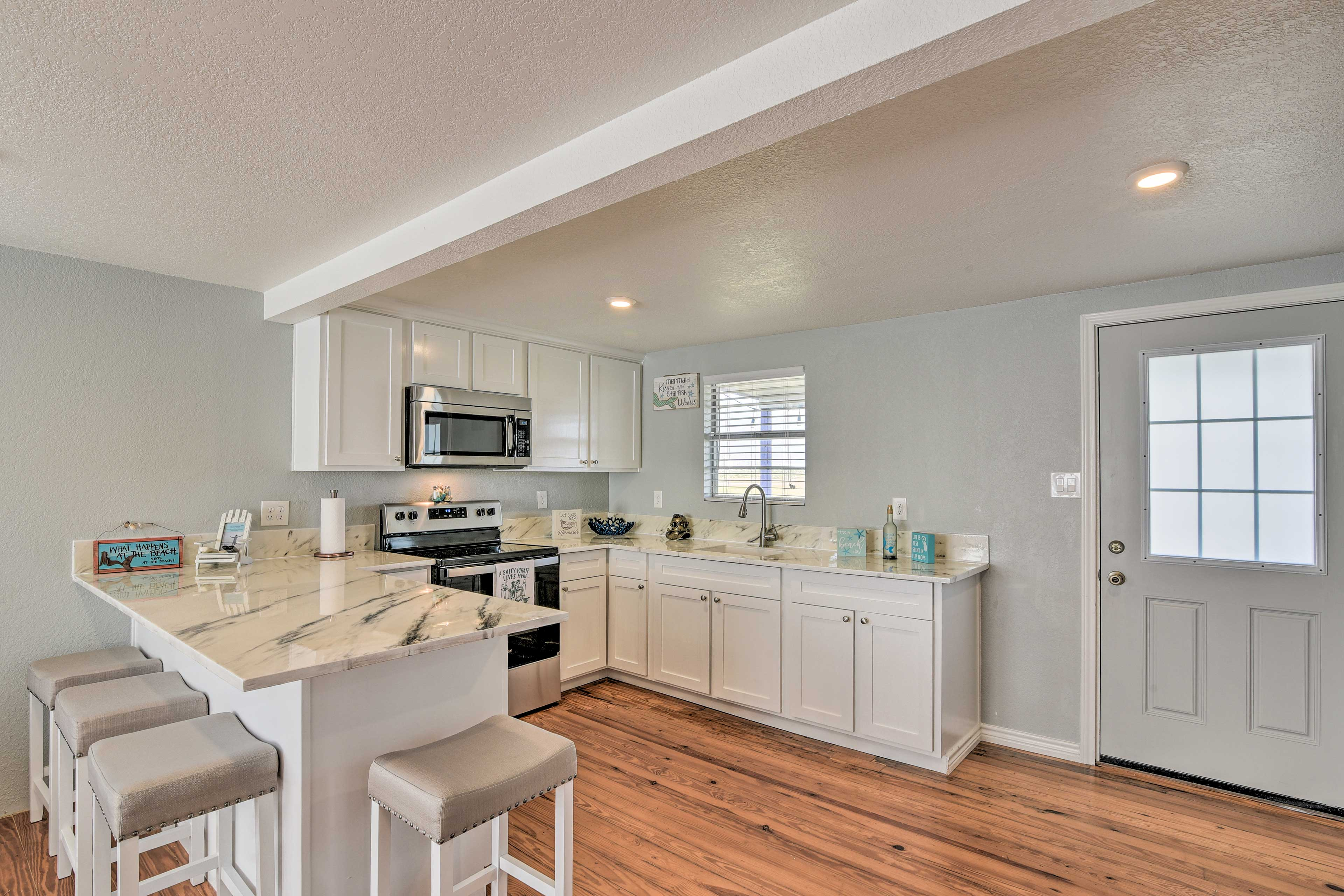 Kitchen   Fully Equipped   Stainless Steel Appliances