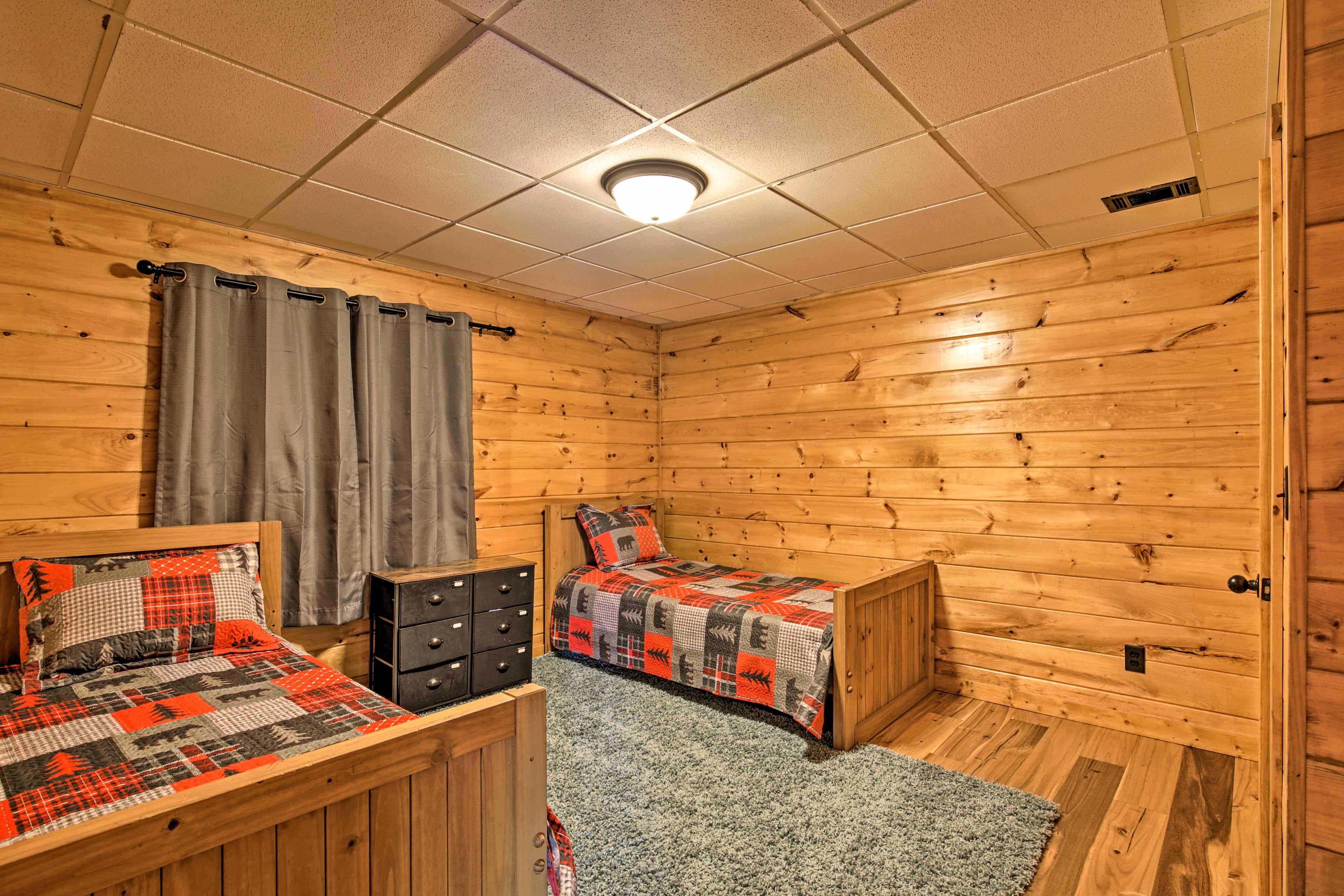 Bedroom 4 | 2 Twin Beds | 1st Floor | Steps Required