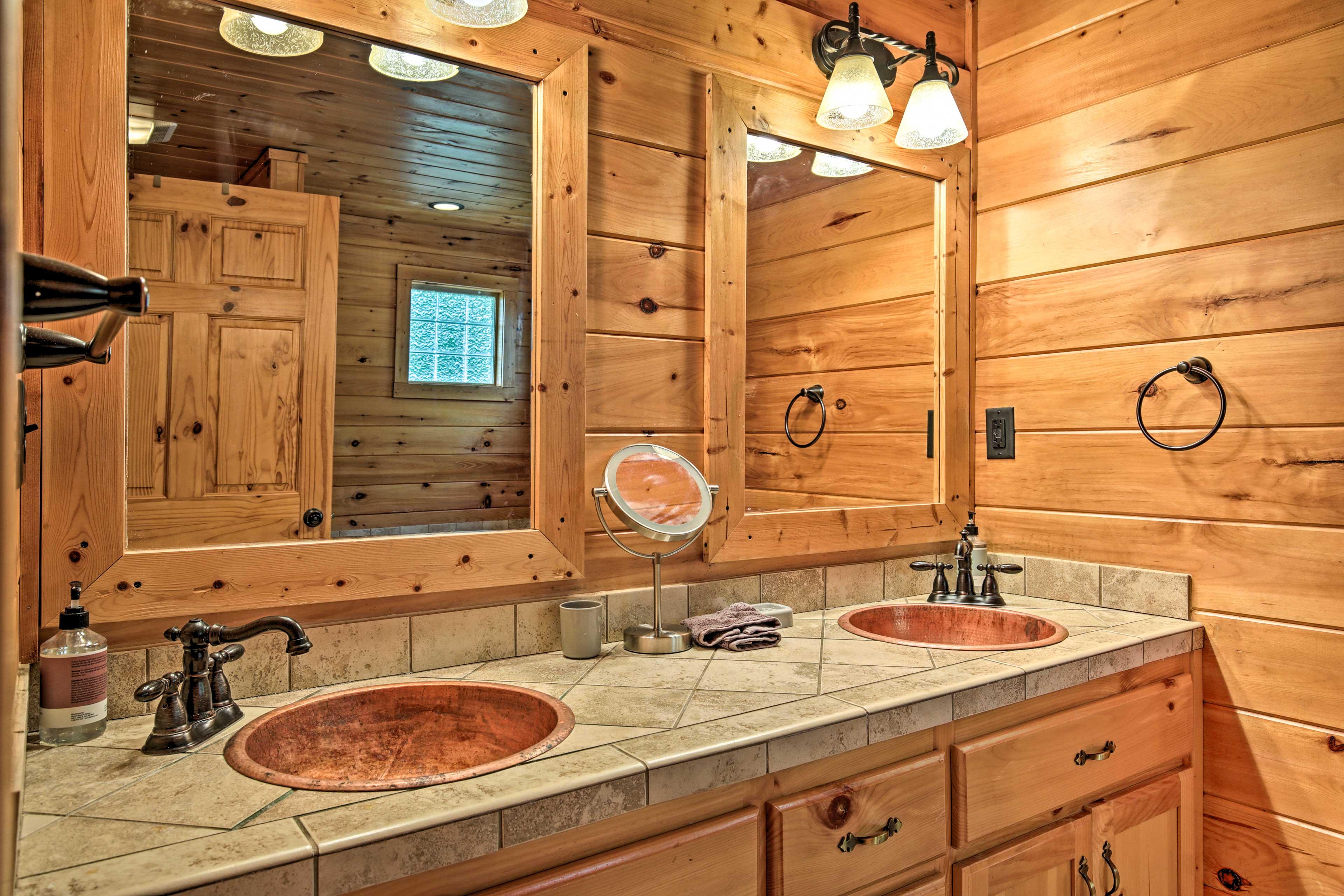 En-Suite Bath | Access via Bedroom 1 | Stairs Required
