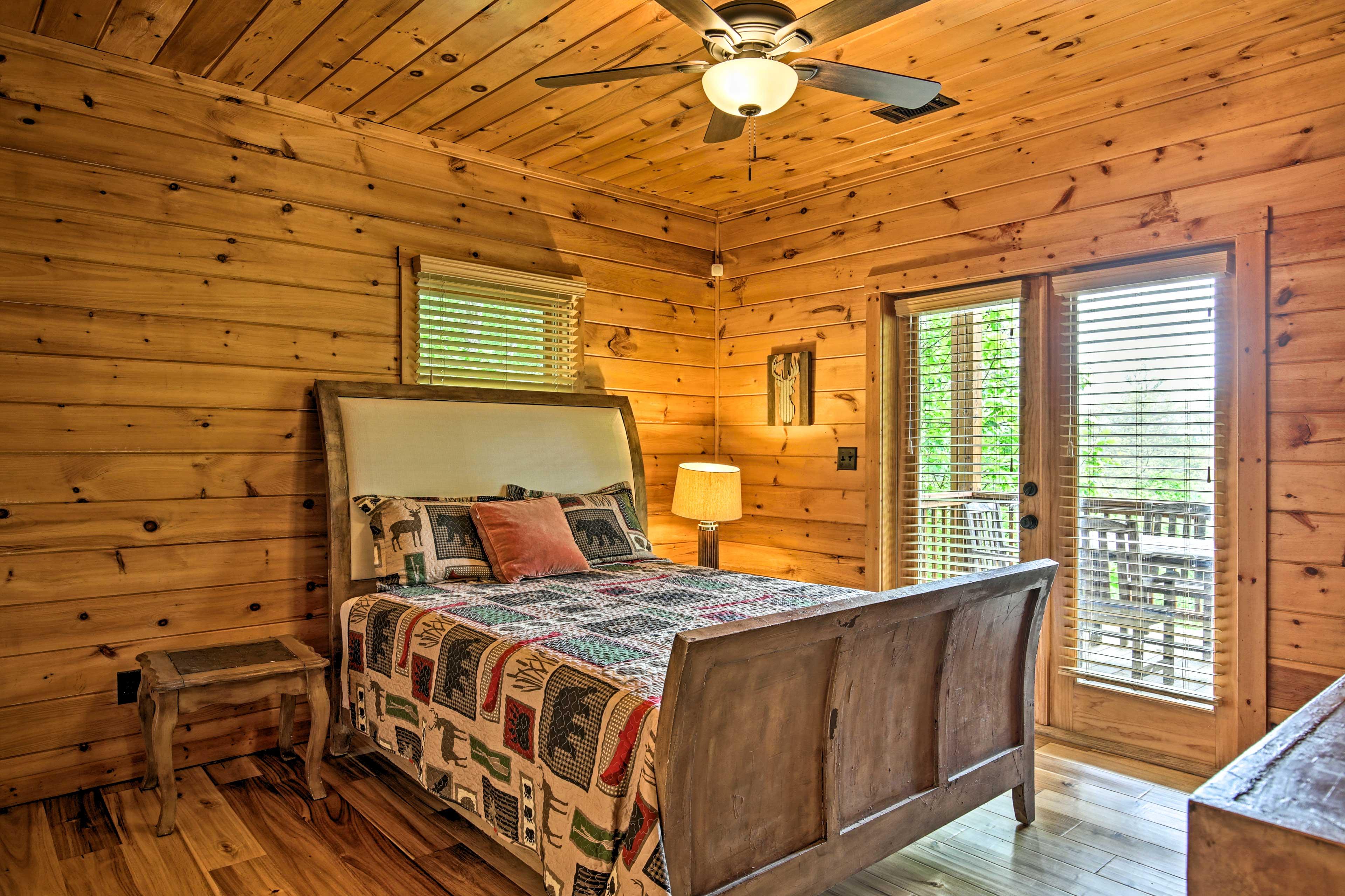 Bedroom 3 | Queen Bed | 1st Floor | Steps Required