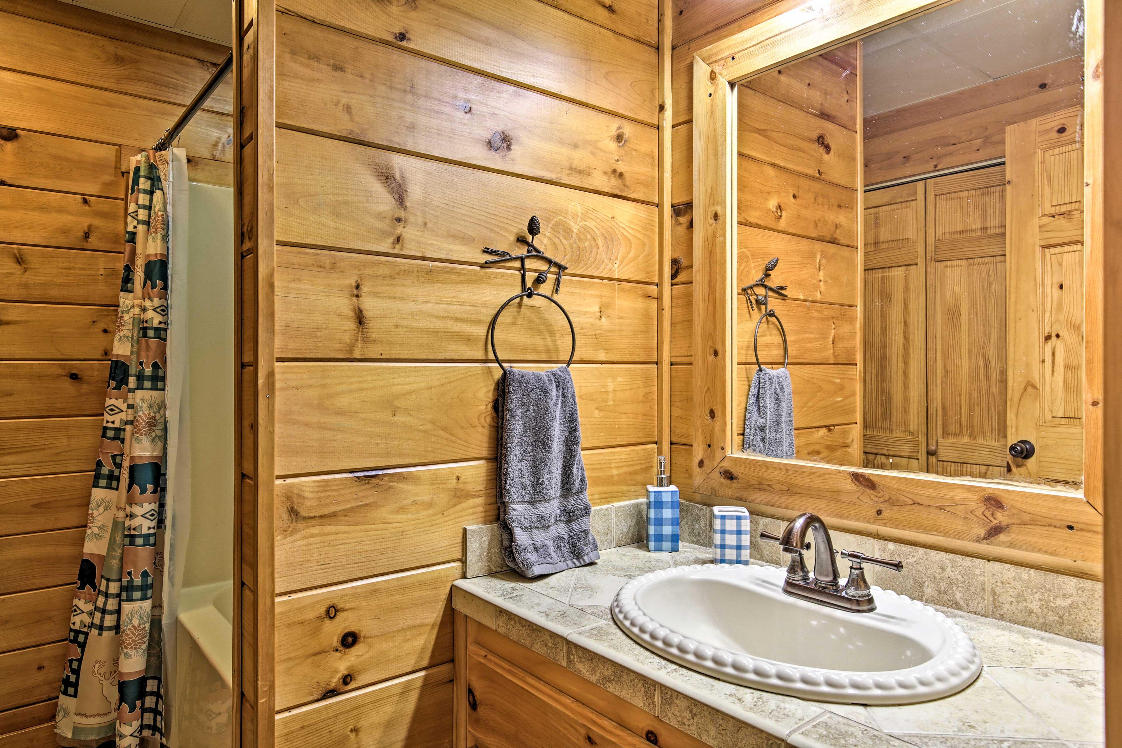 Full Bathroom | 1st Floor | Steps Required