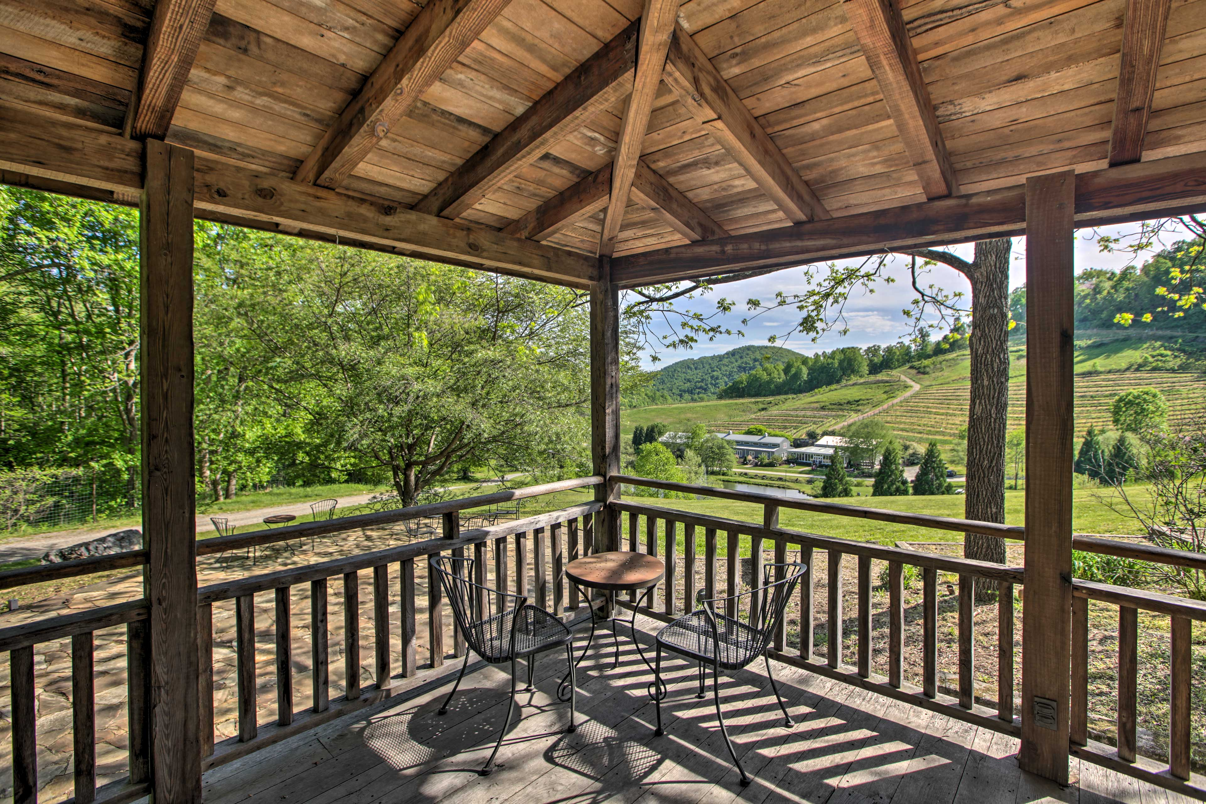 Covered Porch | Dining Set