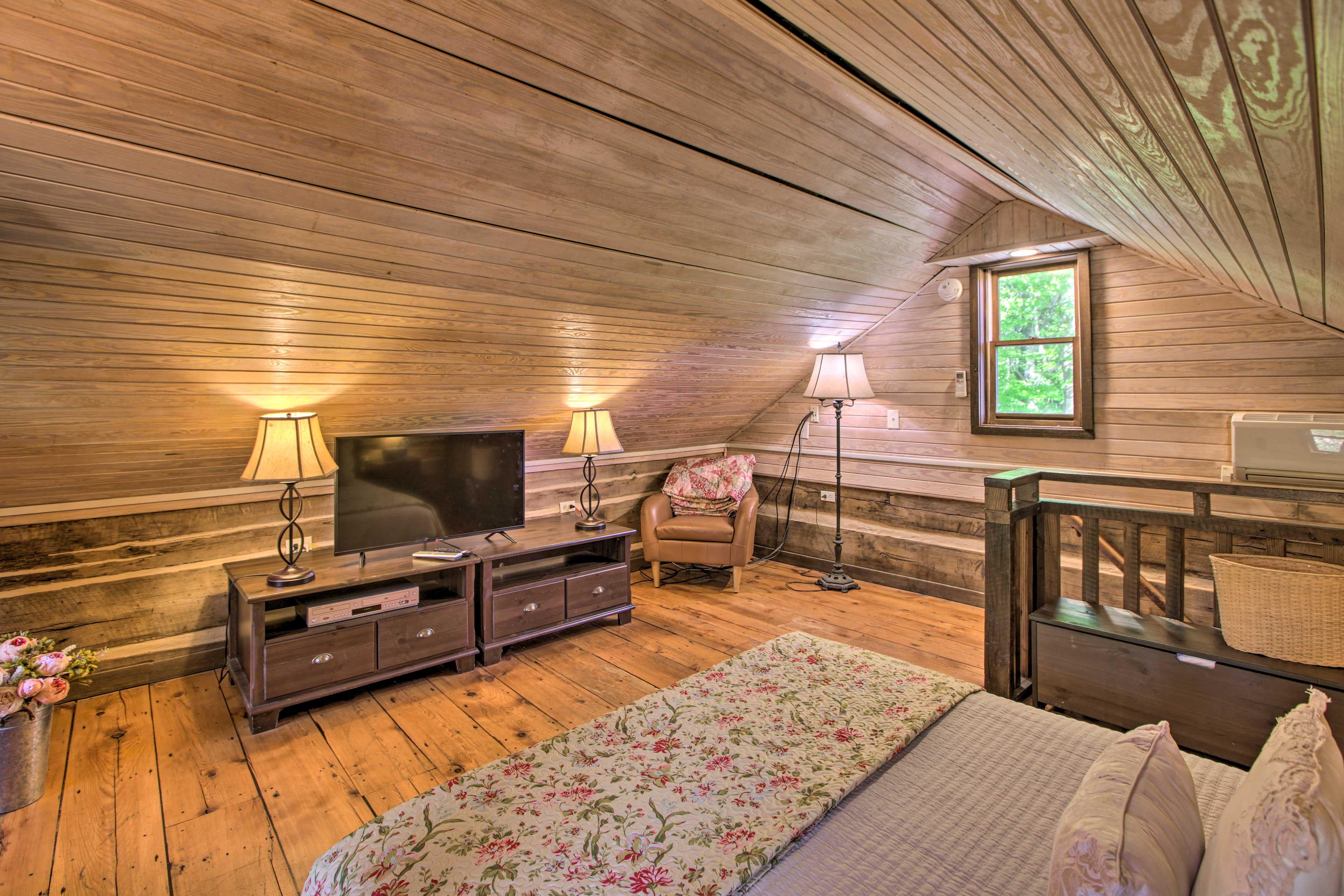 Bedroom (Loft) | Smart TV