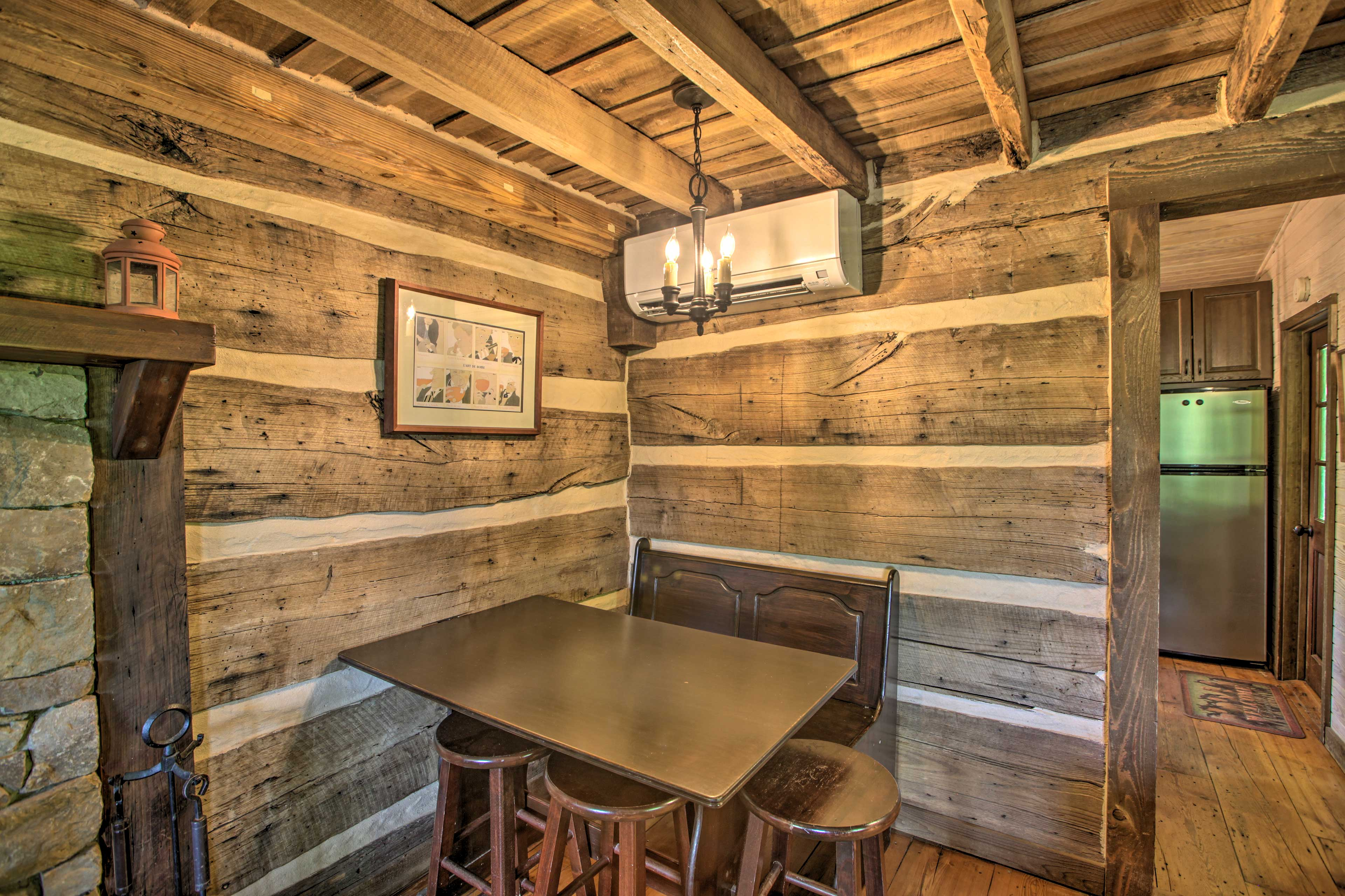 Dining Area | Dishware & Flatware Provided