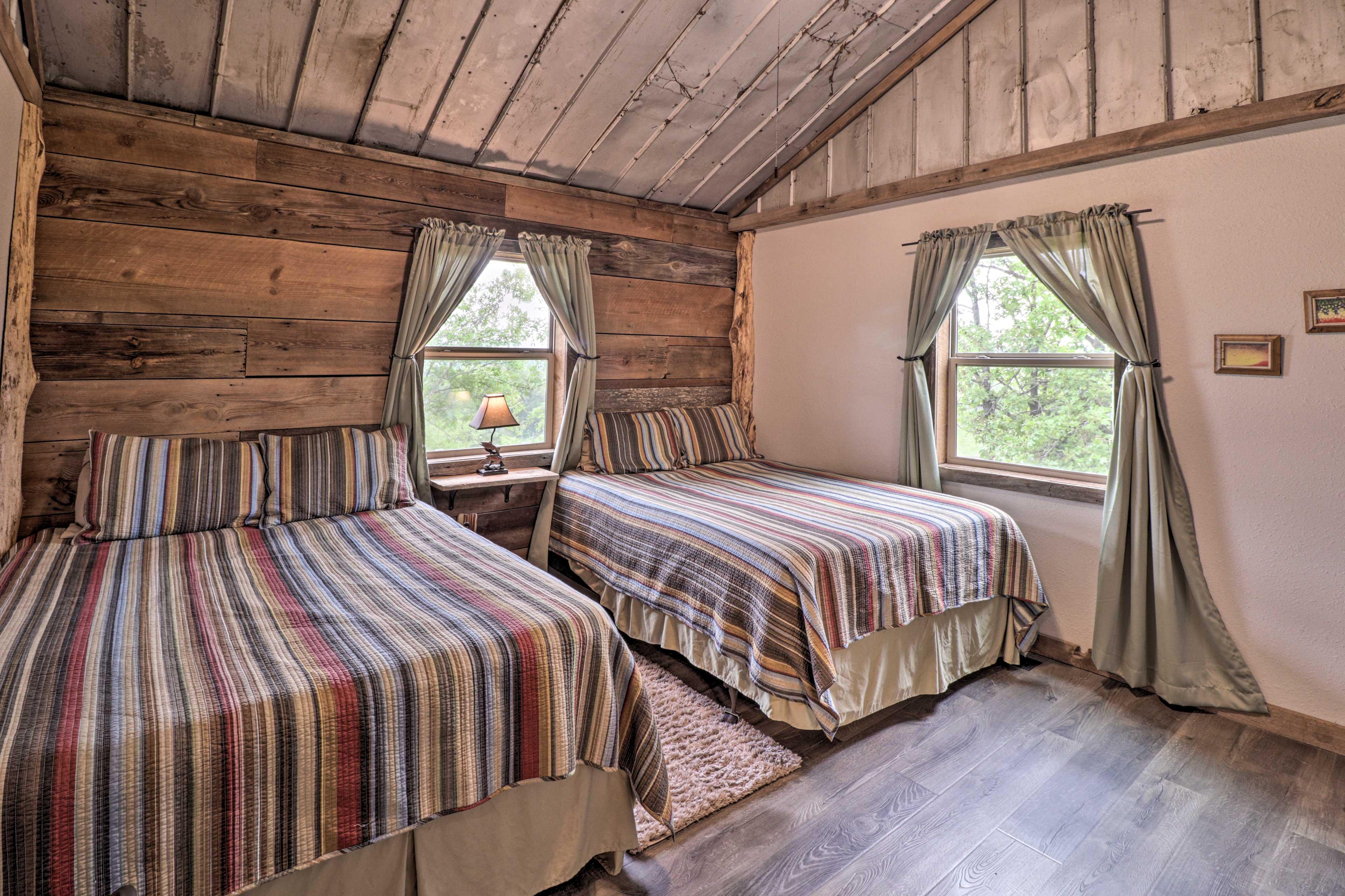 Bedroom 1 | 2 Queen Beds