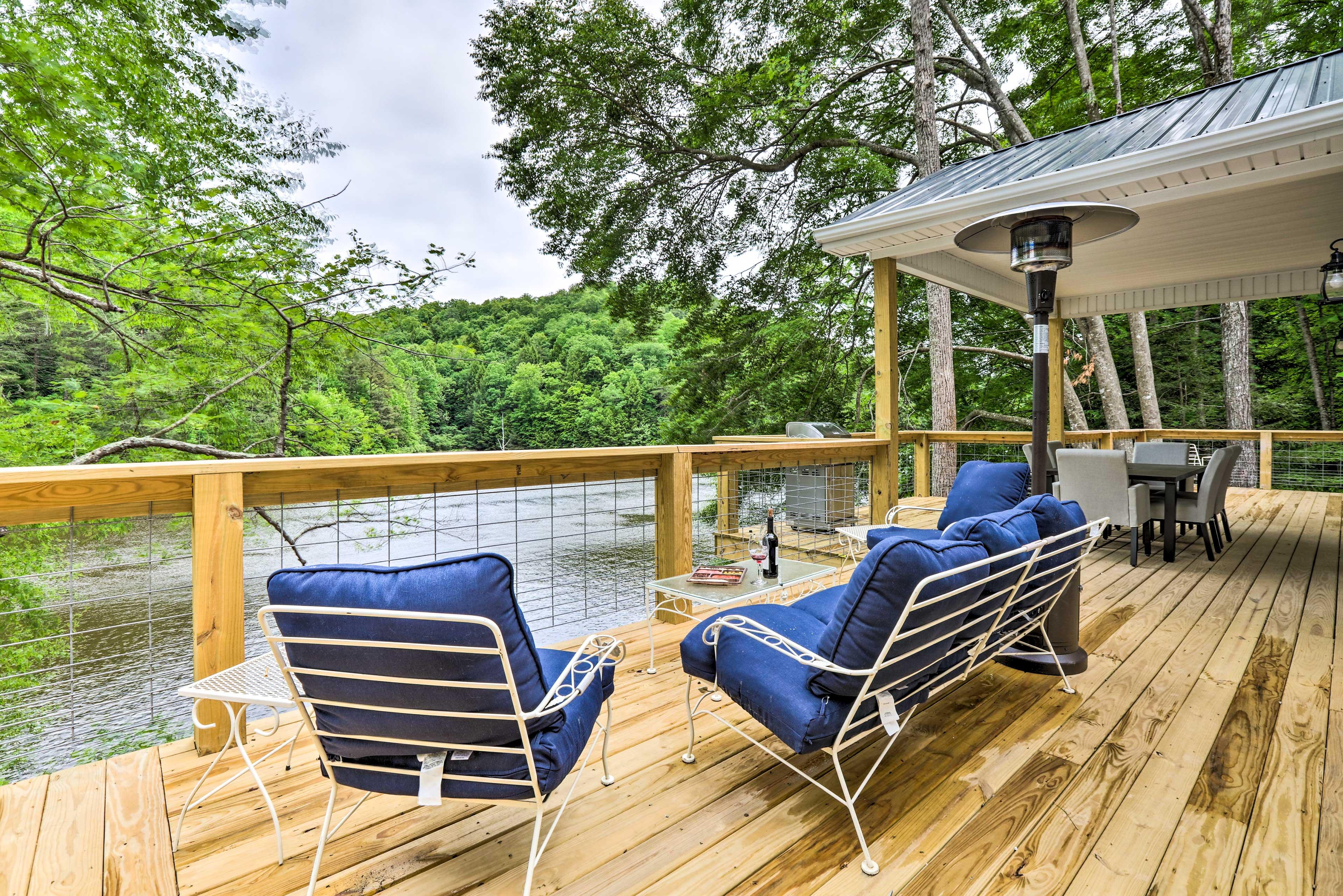 Wraparound Deck | Wood Creek Lake Views