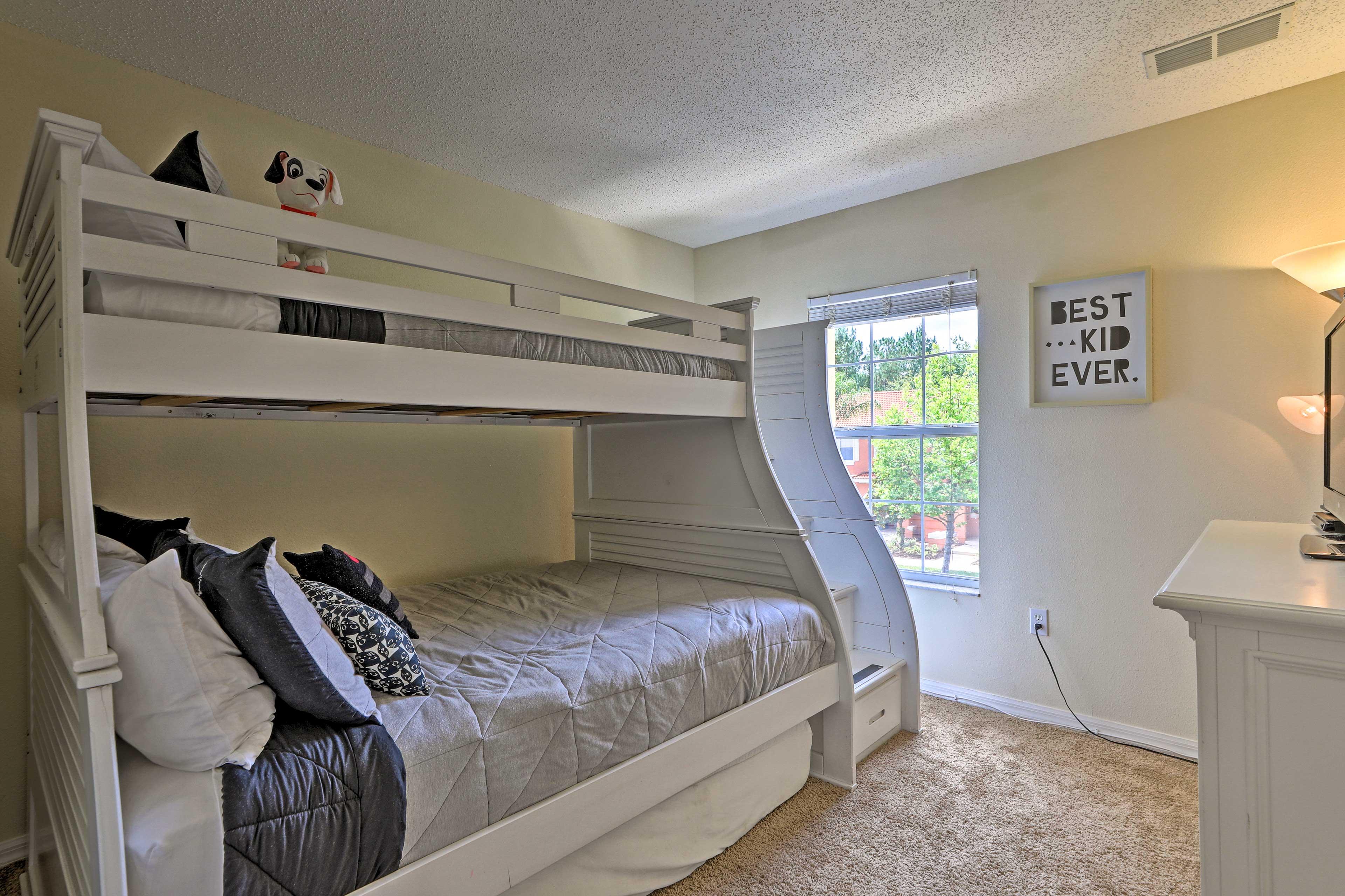 Bedroom 3   Twin/Full Bunk Bed w/ Twin Trundle Floor Mattress