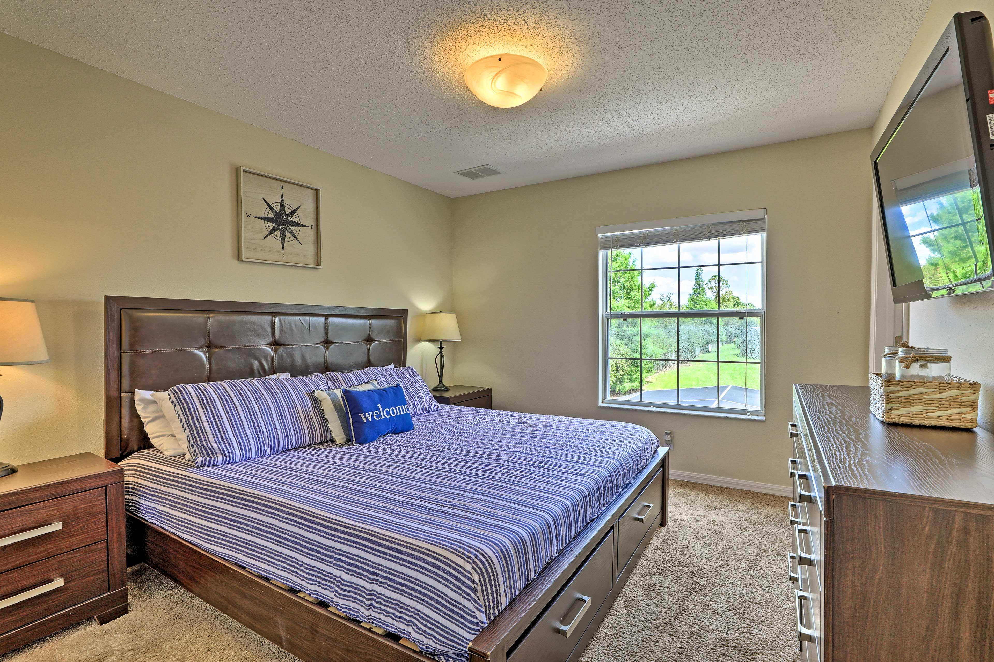 Bedroom 1   King Bed   Smart TV   En-Suite Bathroom   2nd Floor