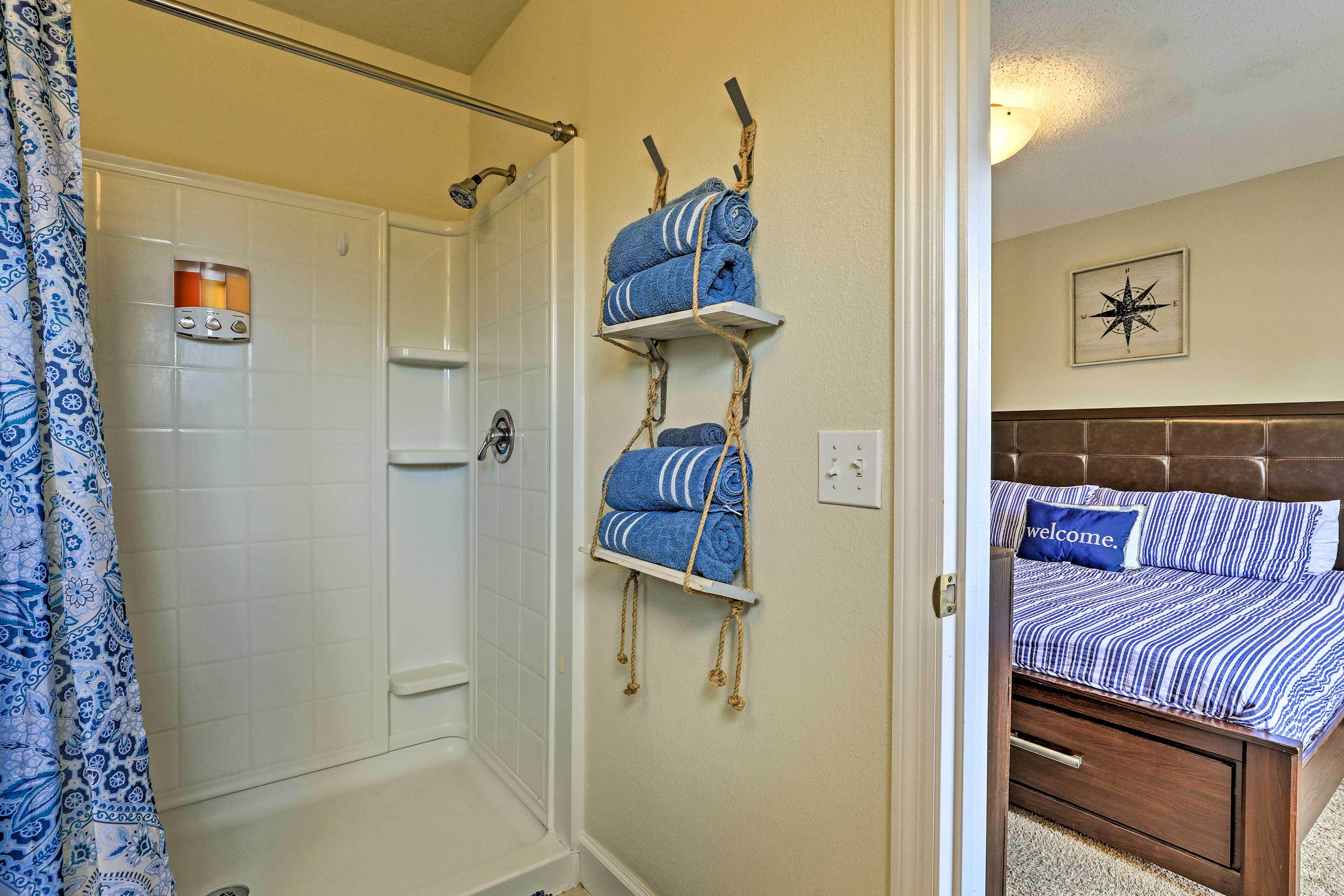 En-Suite Bathroom   Walk-In Shower   Towels Provided   Complimentary Toiletries