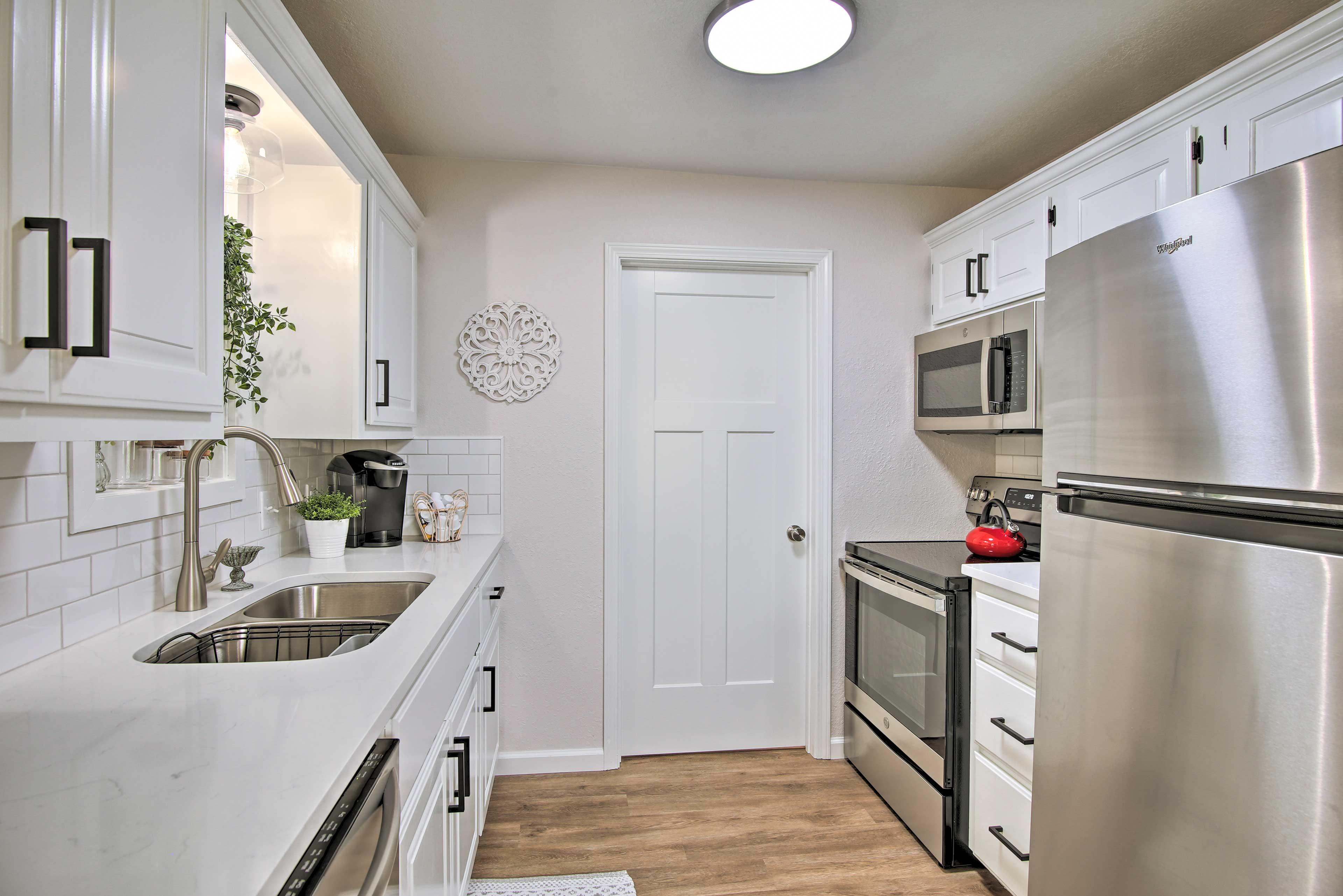 Kitchen   Dishware Provided