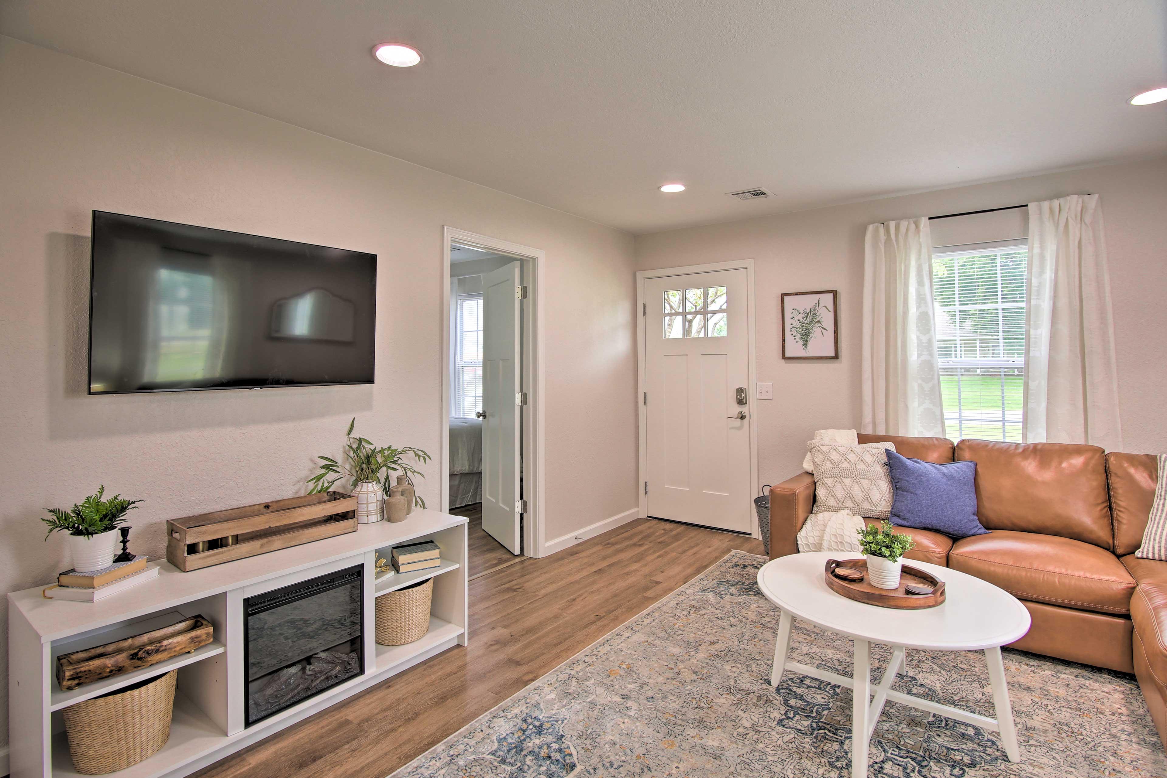 Living Area   Smart TV