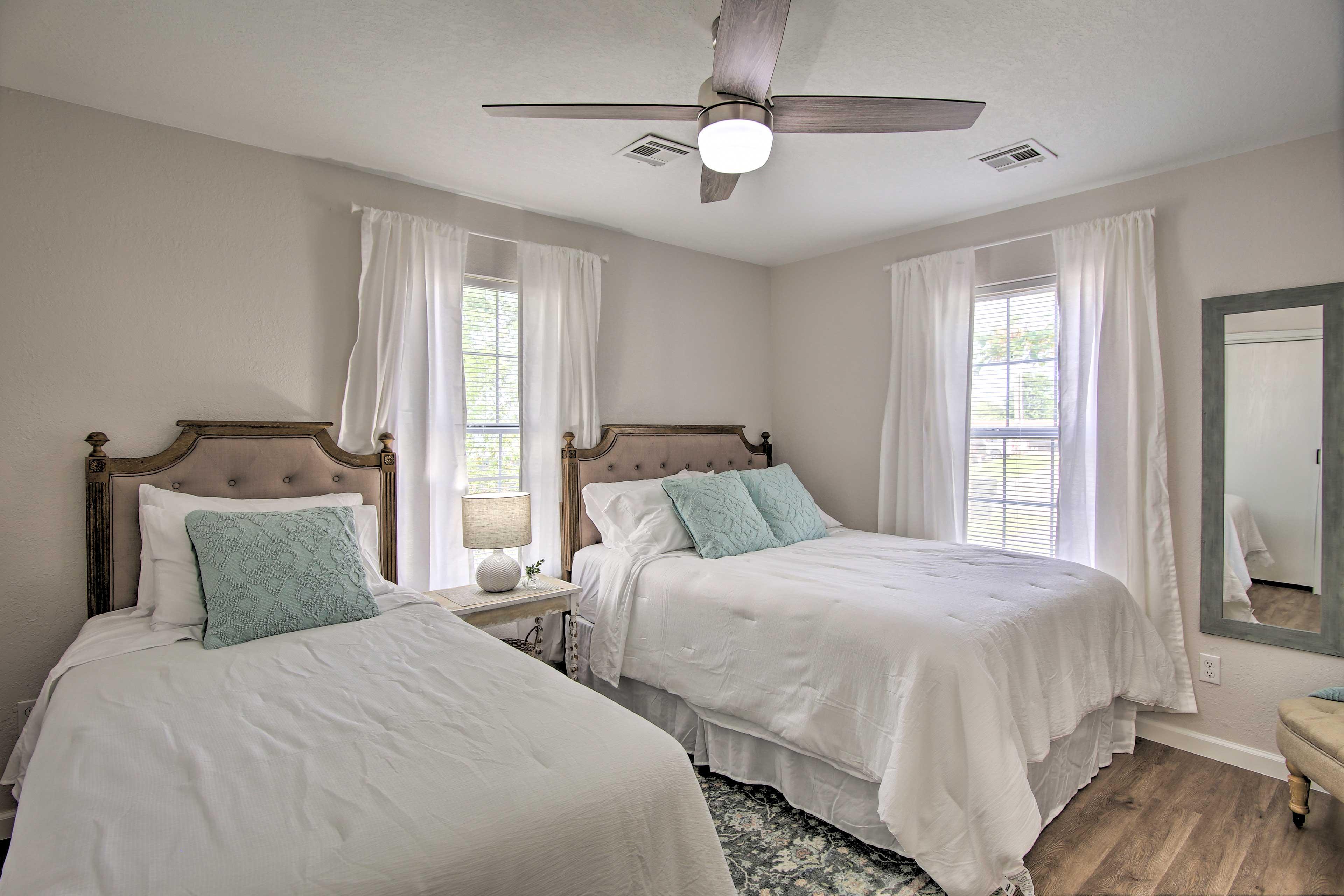 Bedroom 2   Queen Bed   Twin Bed