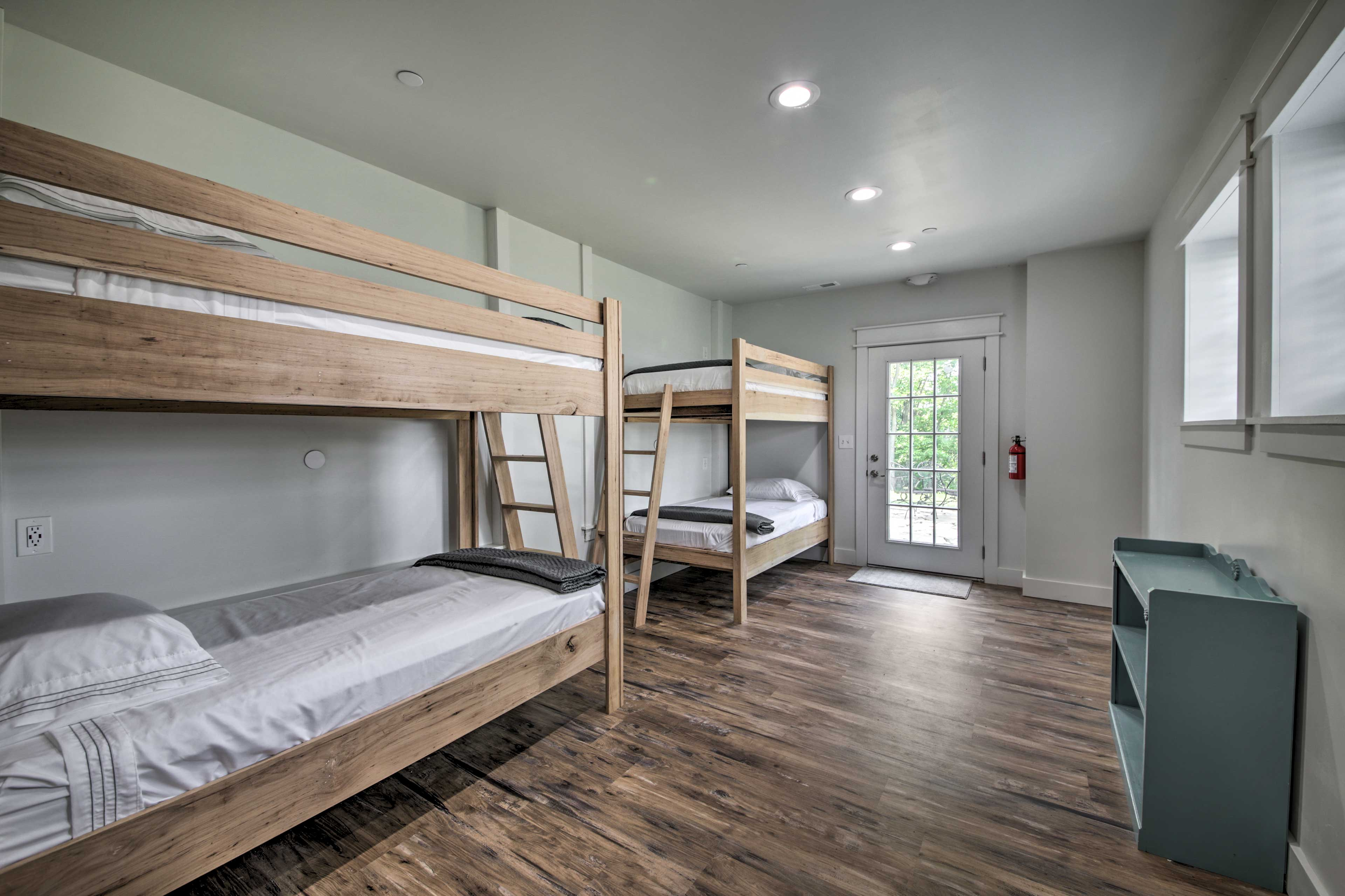 Basement   2 Twin Bunk Beds