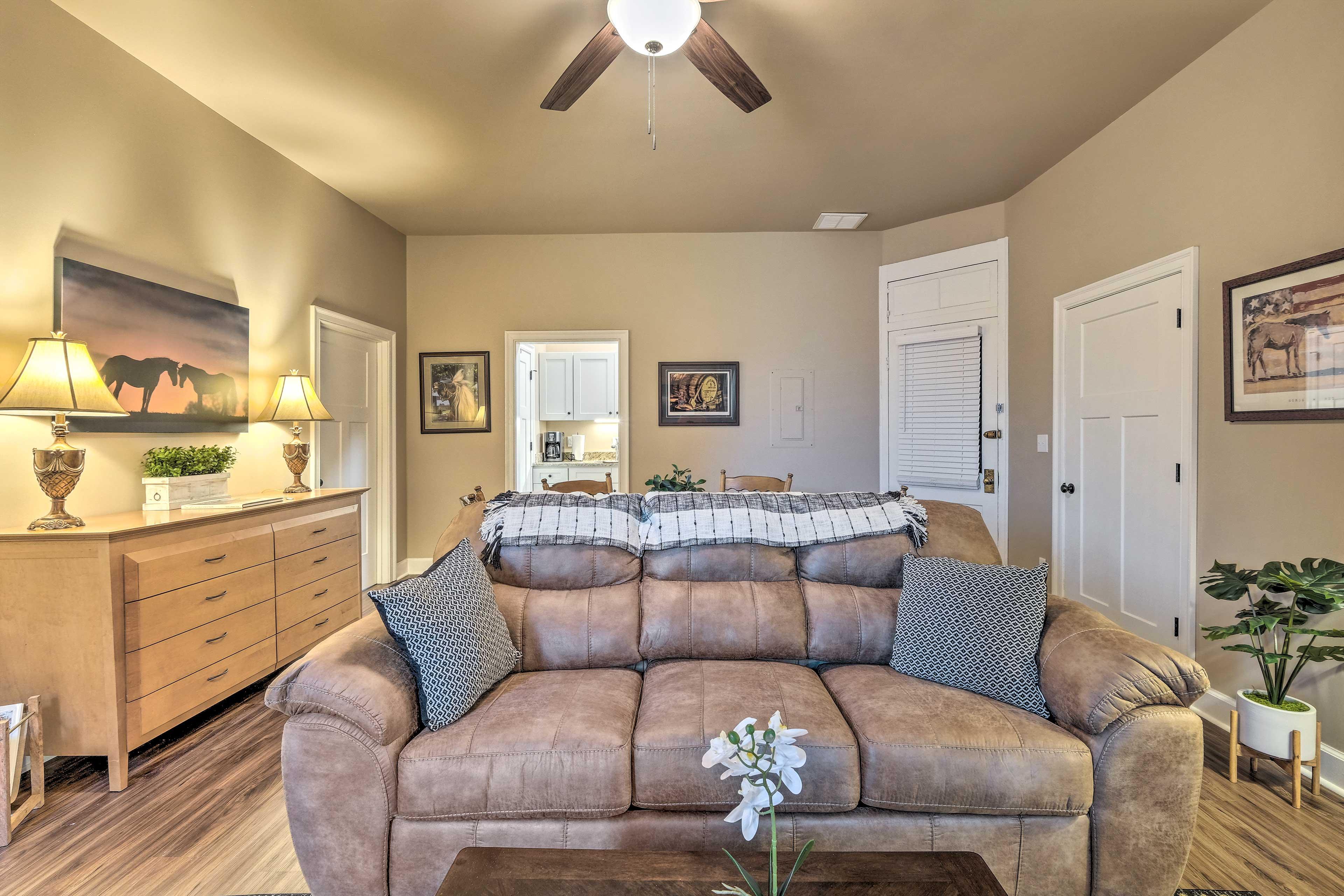 Living Room | Smart TV w/ Roku