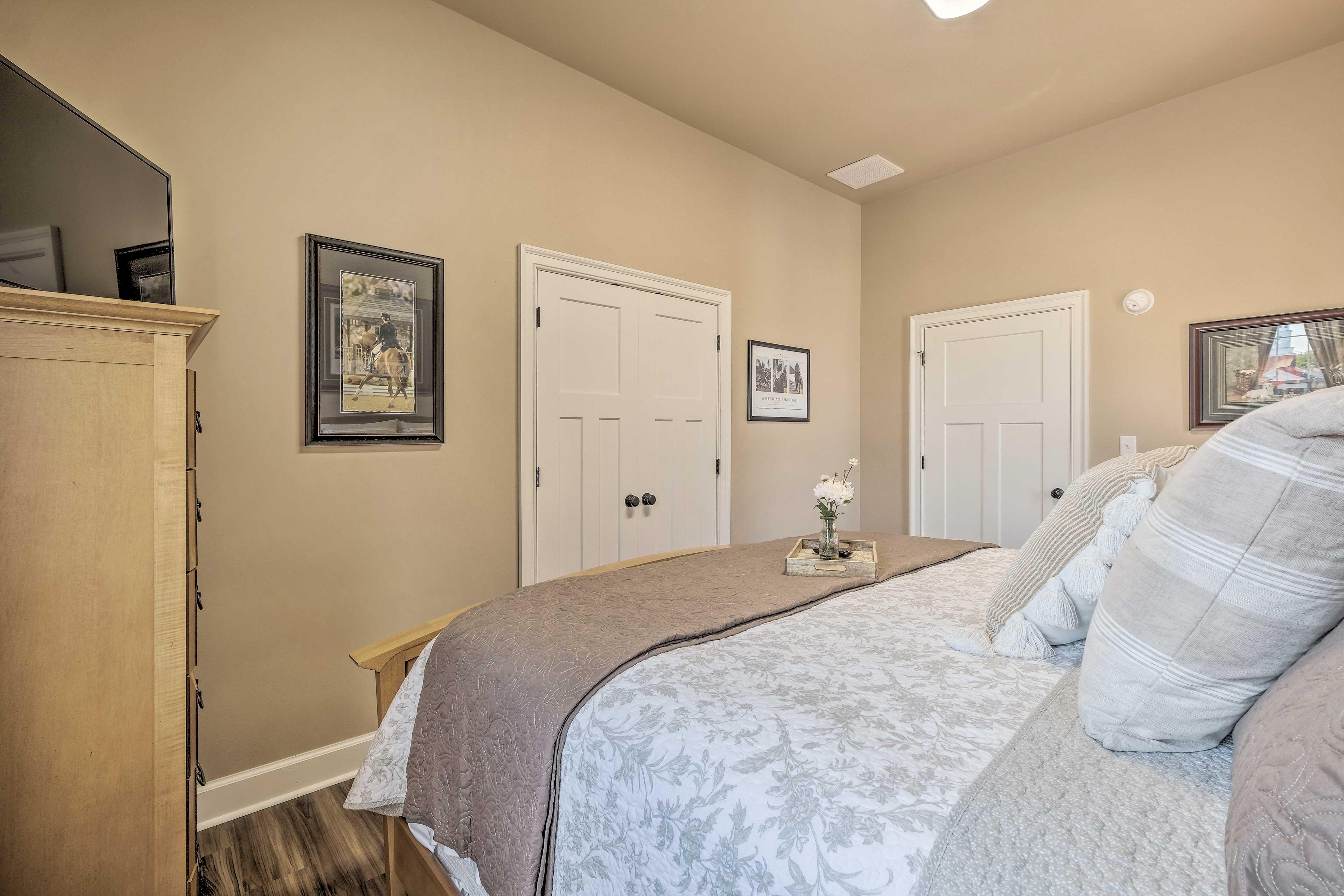 Bedroom 1 | Smart TV | Ceiling Fans