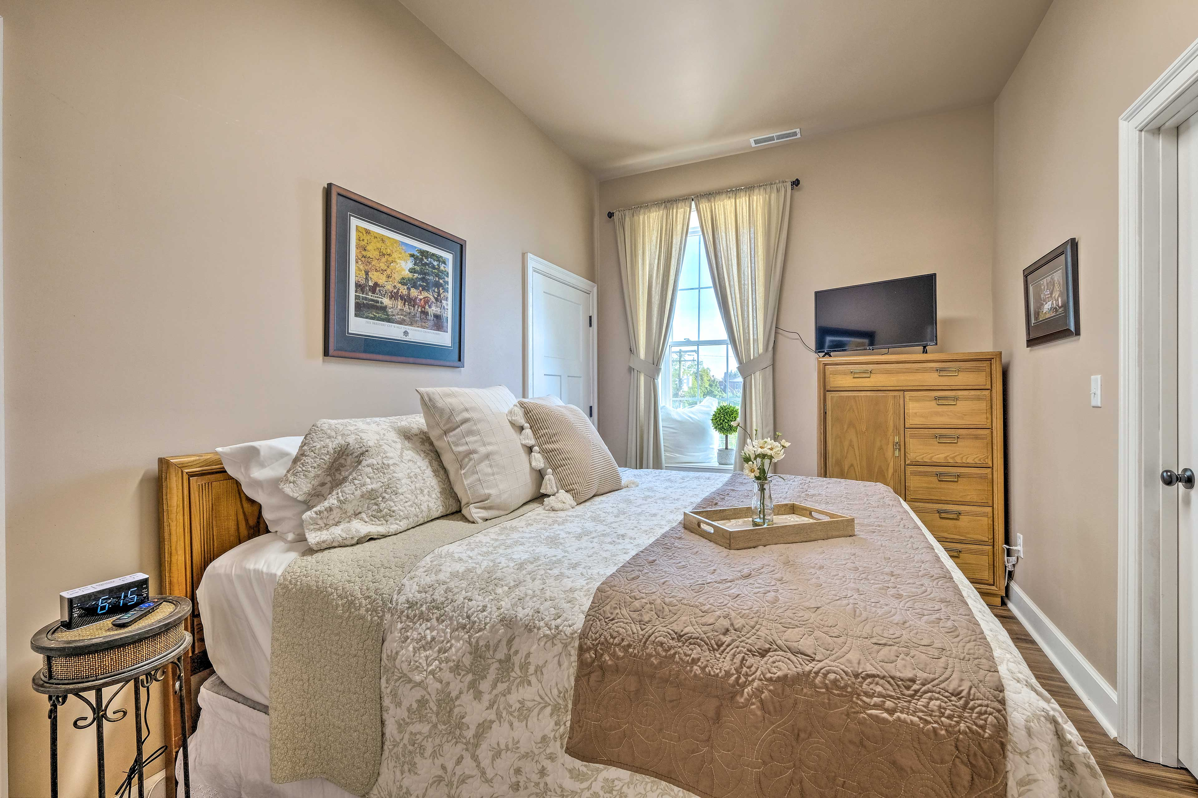 Bedroom 2 | King Bed | Single-Story Interior