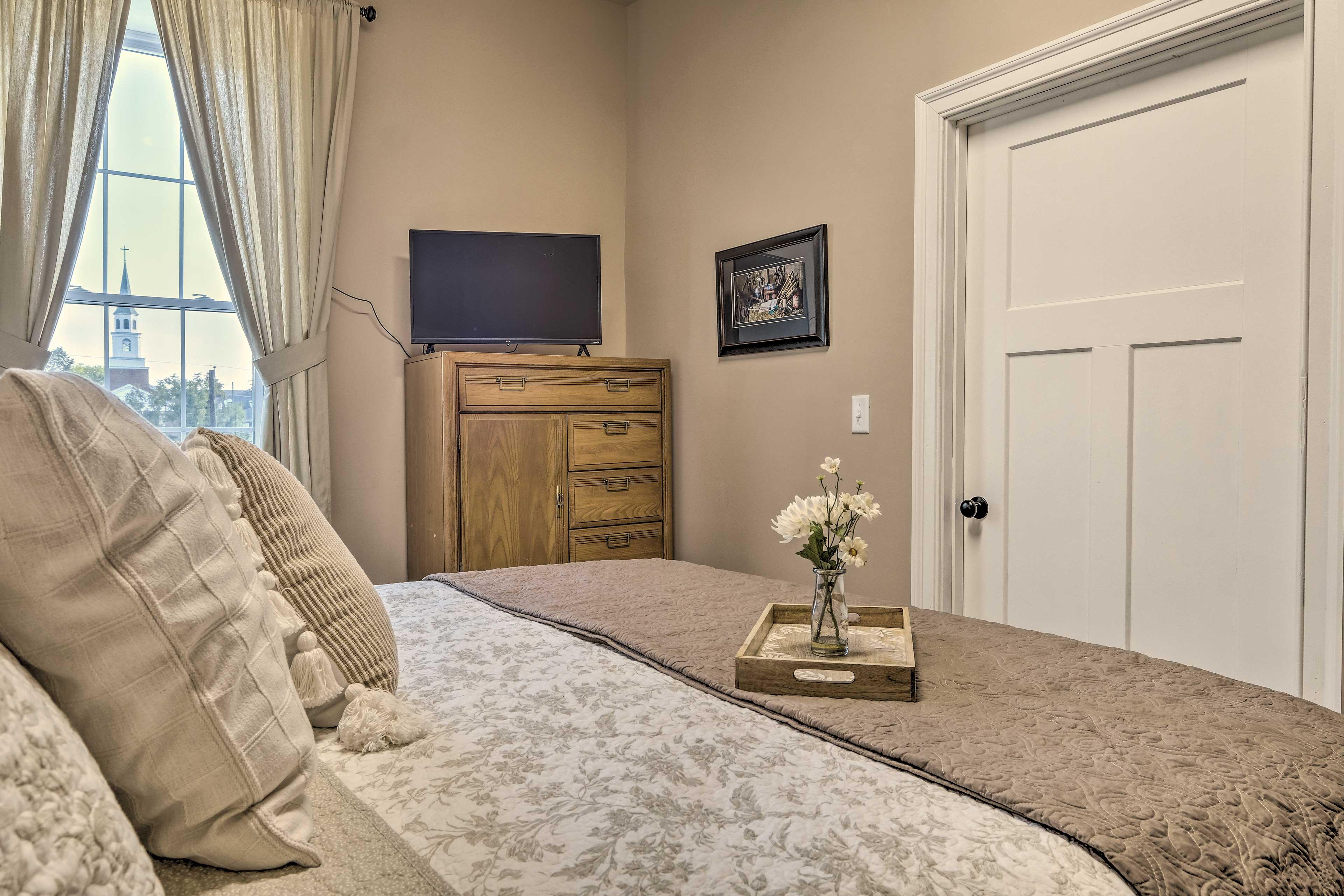 Bedroom 2 | Smart TV w/ Roku