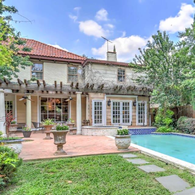 Dallas, Texas villa with pool