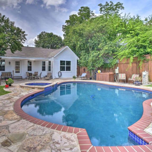 Vacation rental in-ground pool in San Antonio, Texas