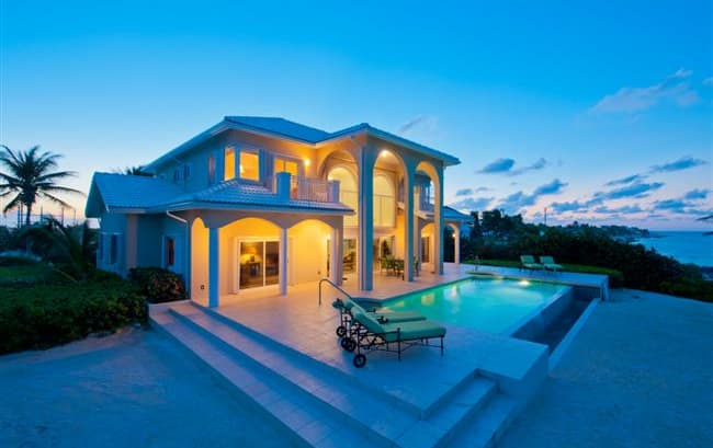 'Sun Cloud' Oceanfront Villa in Rum Point!