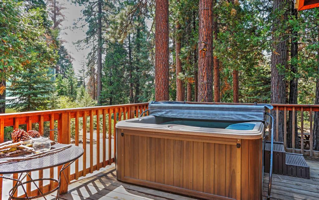 Spacious 3br Shaver Lake Cabin W Private Hot Tub