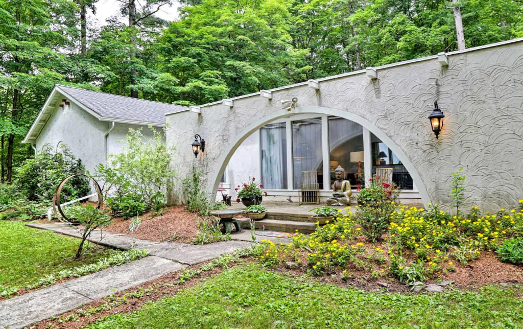 'Casa Reál' Expansive Woodstock House w/ Hot Tub!