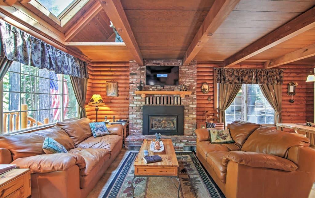 'Smokey's Den' South Lake Tahoe Cabin w/Hot Tub!