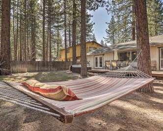 Smokey's Den' South Lake Tahoe Cabin w/Hot Tub!