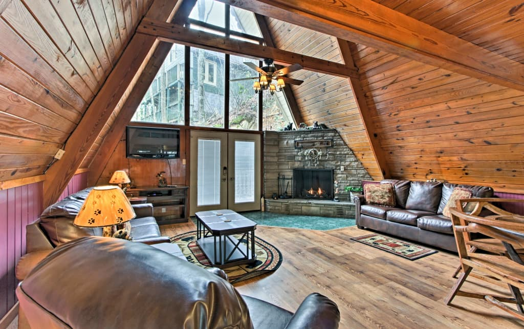 Cozy 2br Gatlinburg Cabin W Deck Private Hot Tub