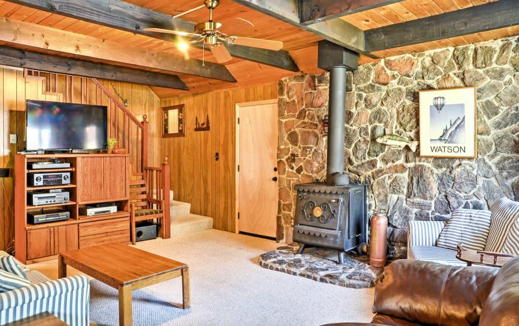 Rustic Lake Tahoe Cabin w/Mtn Views & Pool Table