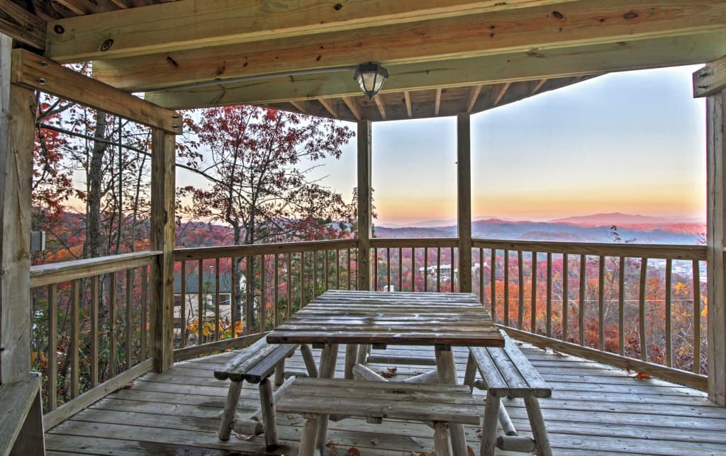 Sensational Gatlinburg Cabin w/ Hot Tub & Views!